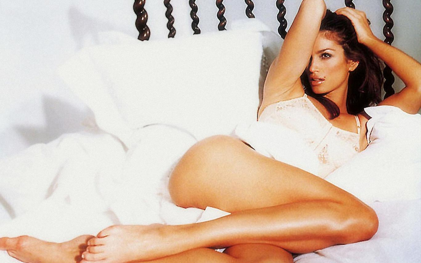 1366x853 - Cindy Crawford Wallpapers 16