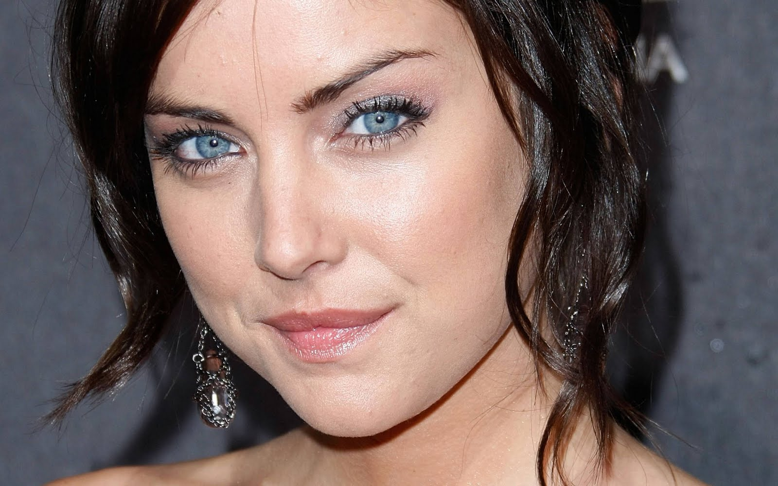 1600x1000 - Jessica Stroup Wallpapers 25