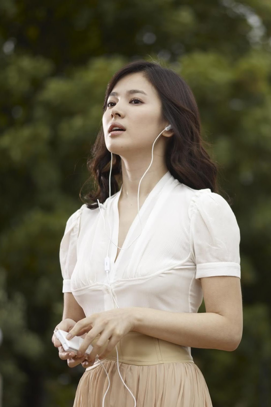 1067x1600 - Song Hye-Kyo Wallpapers 20