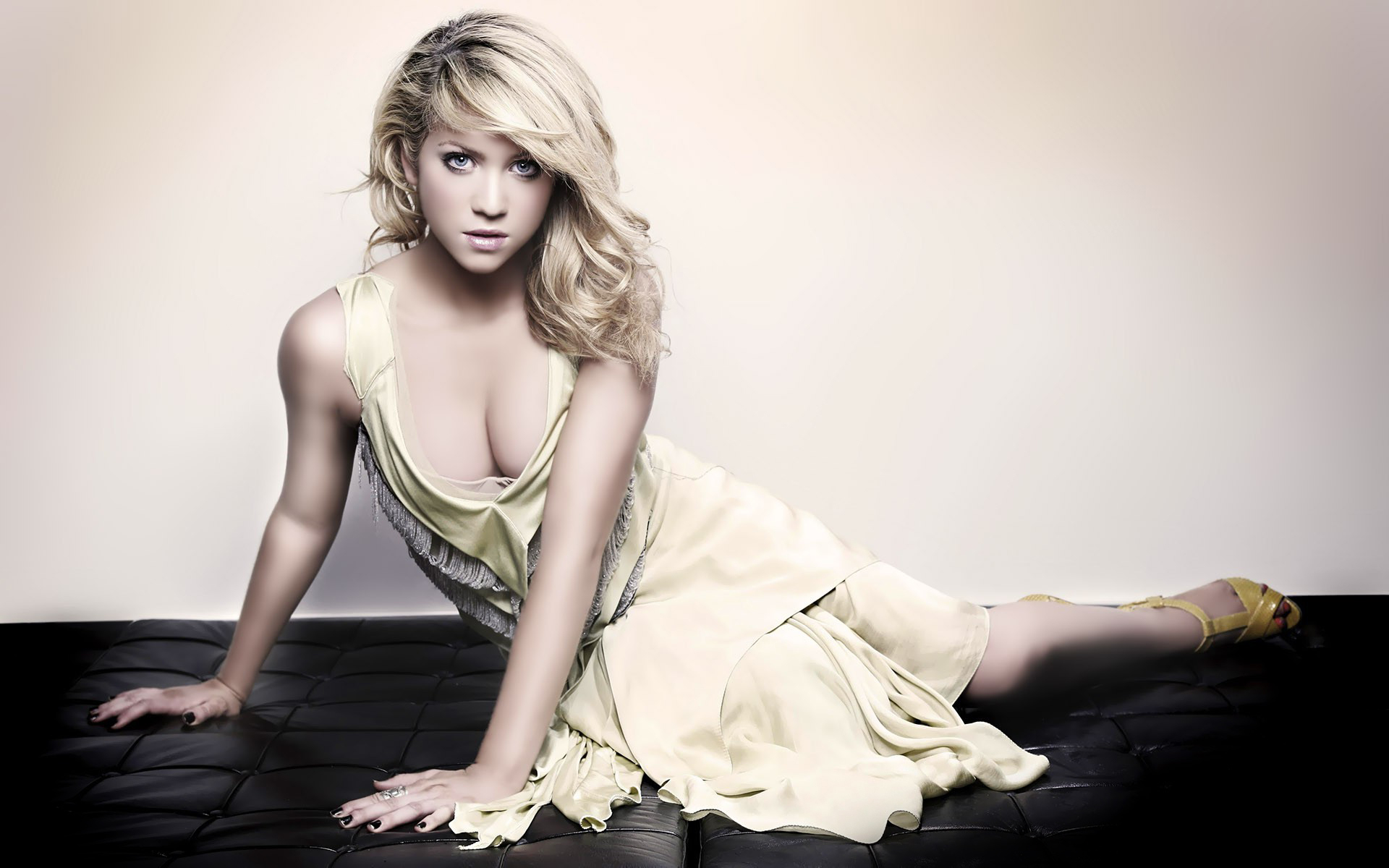 1920x1200 - Brittany Snow Wallpapers 15