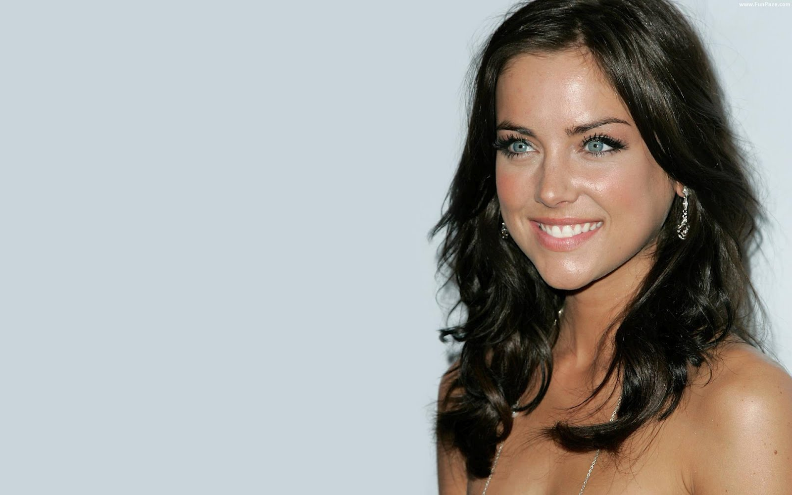 1600x1000 - Jessica Stroup Wallpapers 16