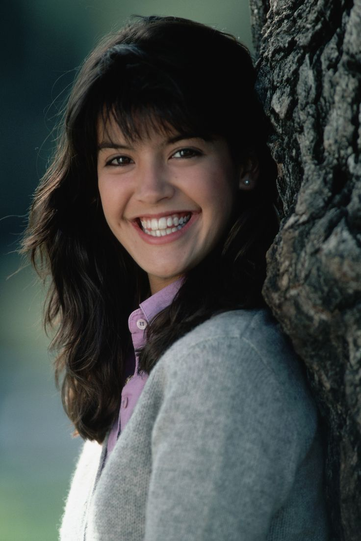 736x1102 - Phoebe Cates Wallpapers 9