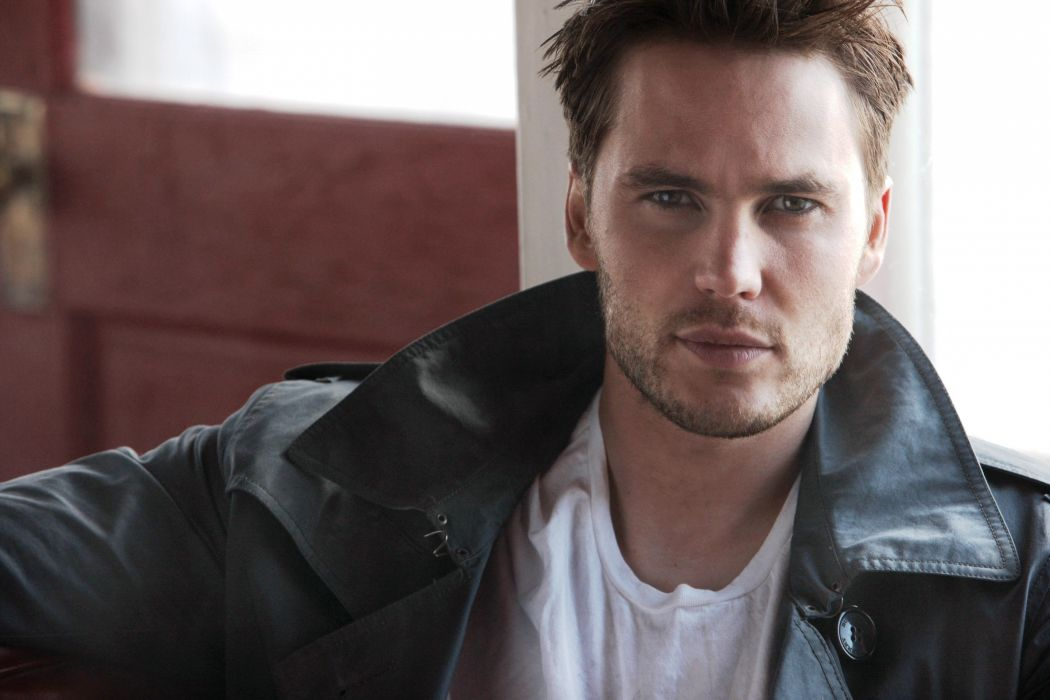 1050x700 - Taylor Kitsch Wallpapers 5