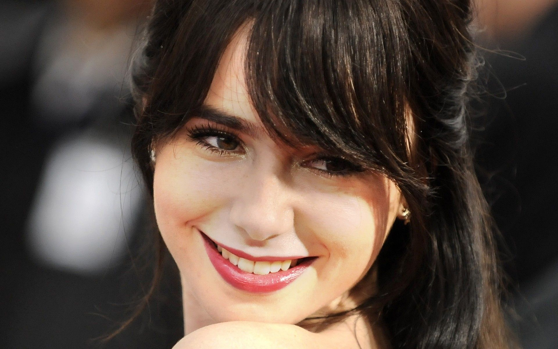 1920x1200 - Lily Collins Wallpapers 20