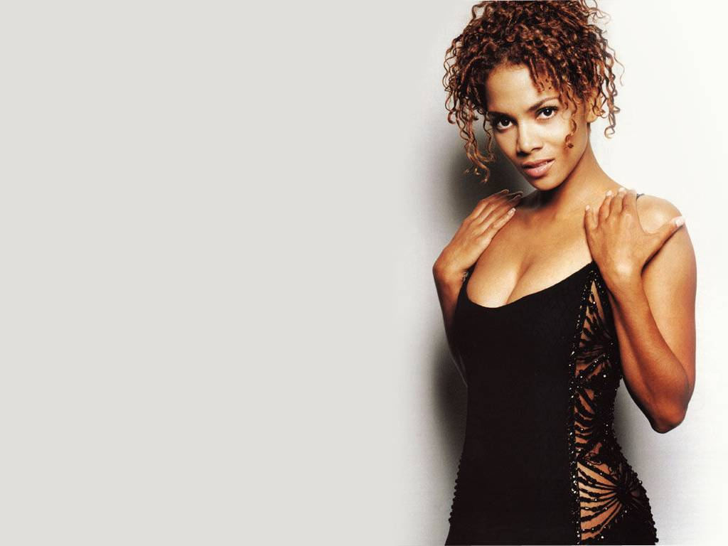 1024x768 - Halle Berry Wallpapers 9