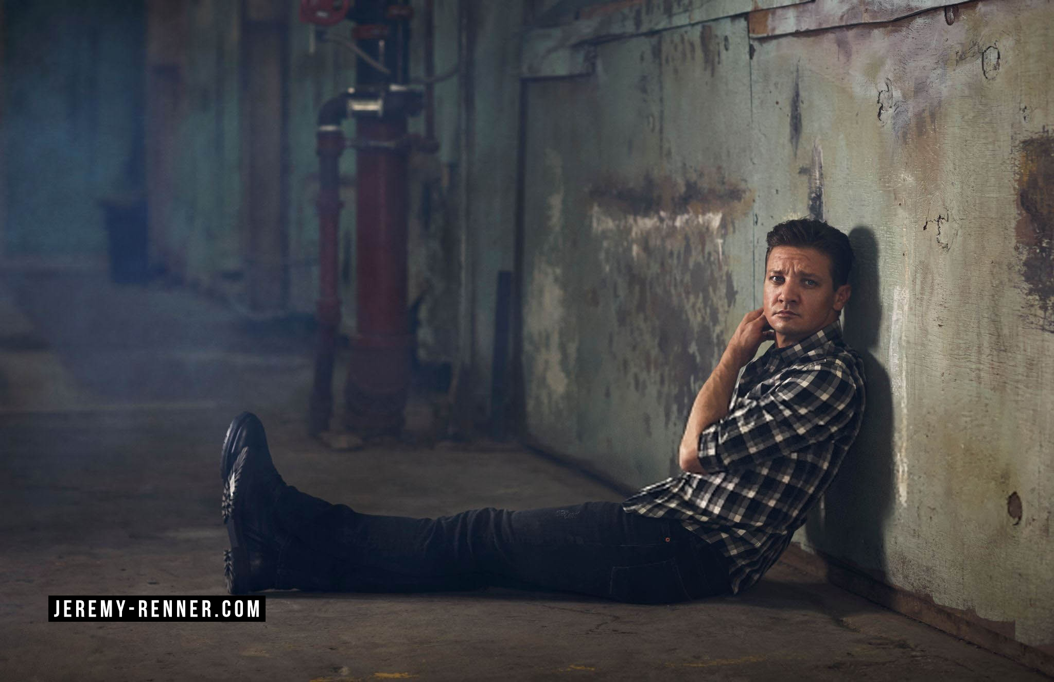 2048x1325 - Jeremy Renner Wallpapers 36