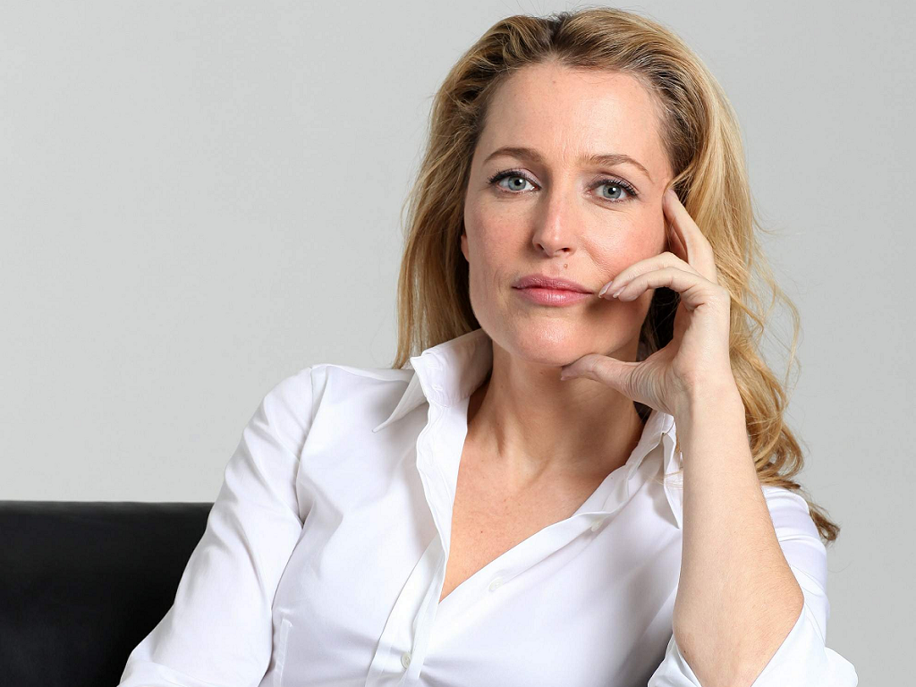 1024x768 - Gillian Anderson Wallpapers 27