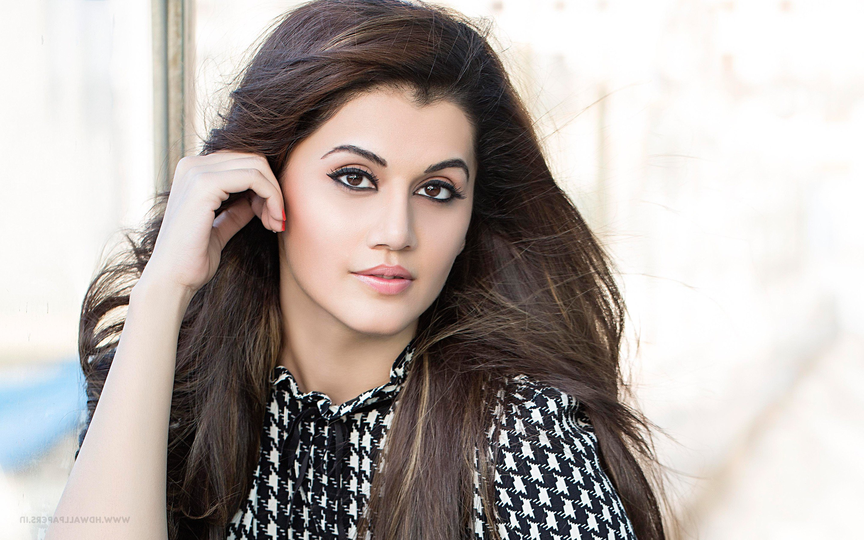 2880x1800 - Tapsee pannu Wallpapers 3