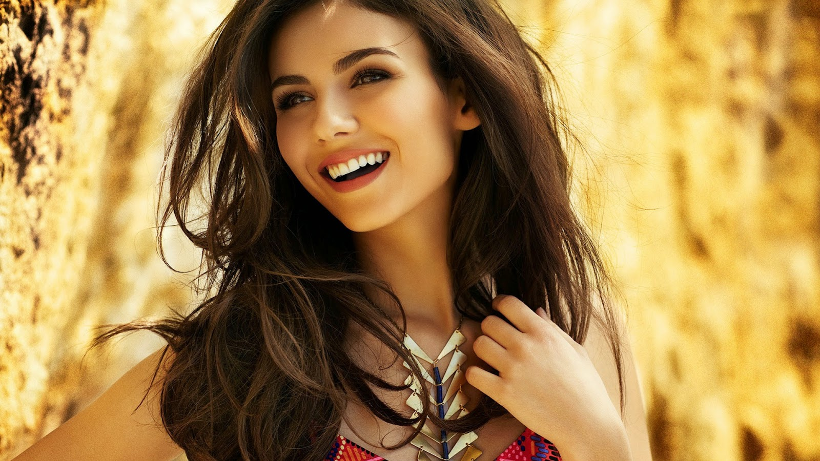 1600x900 - Victoria Justice Wallpapers 15