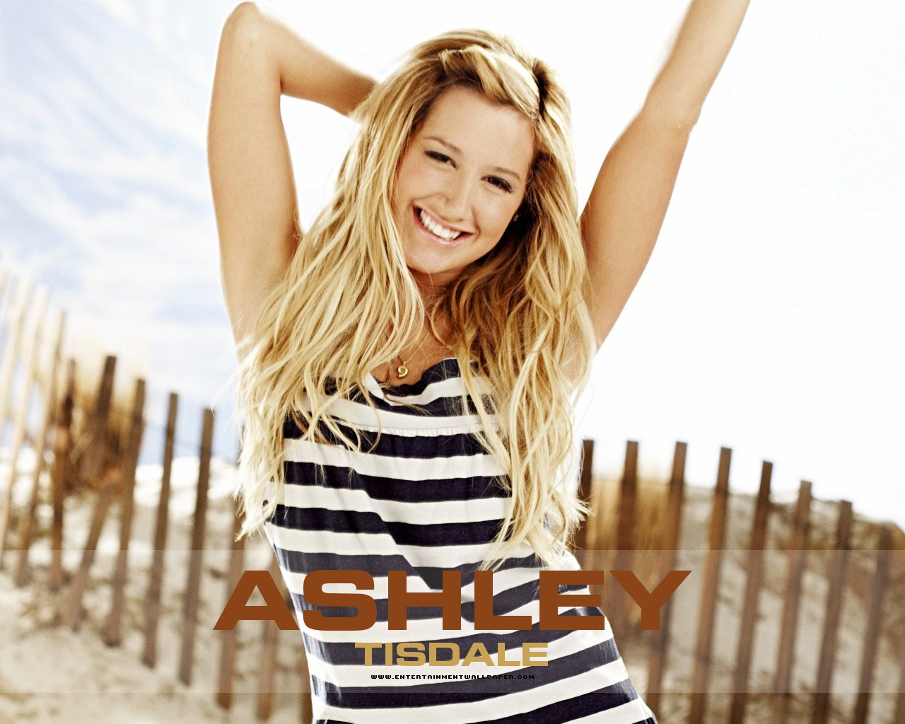 1280x1024 - Ashley Tisdale Wallpapers 25