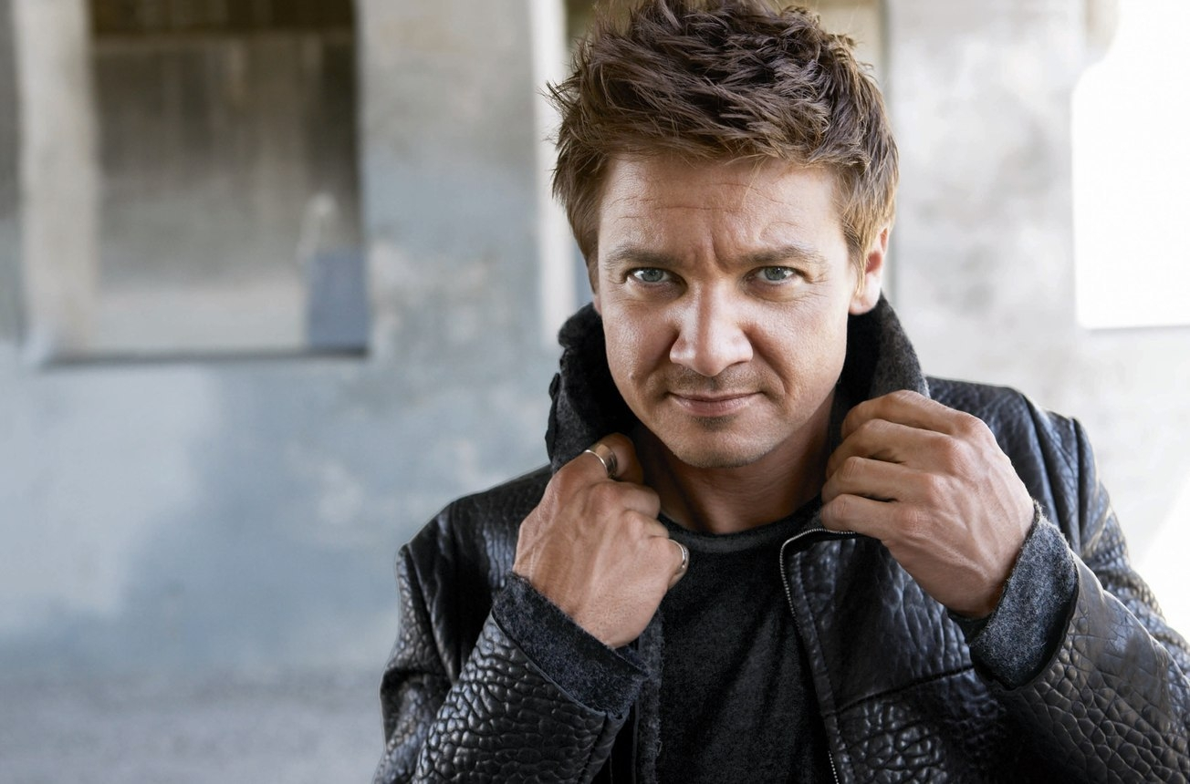 1304x860 - Jeremy Renner Wallpapers 33