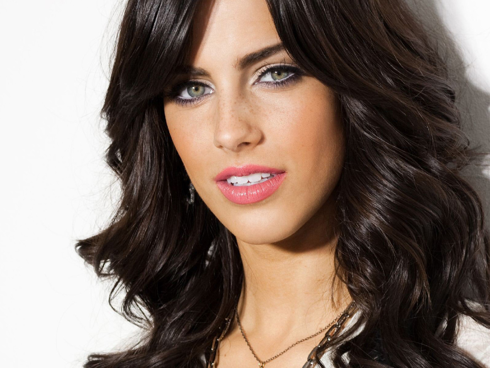 1600x1200 - Jessica Lowndes Wallpapers 18