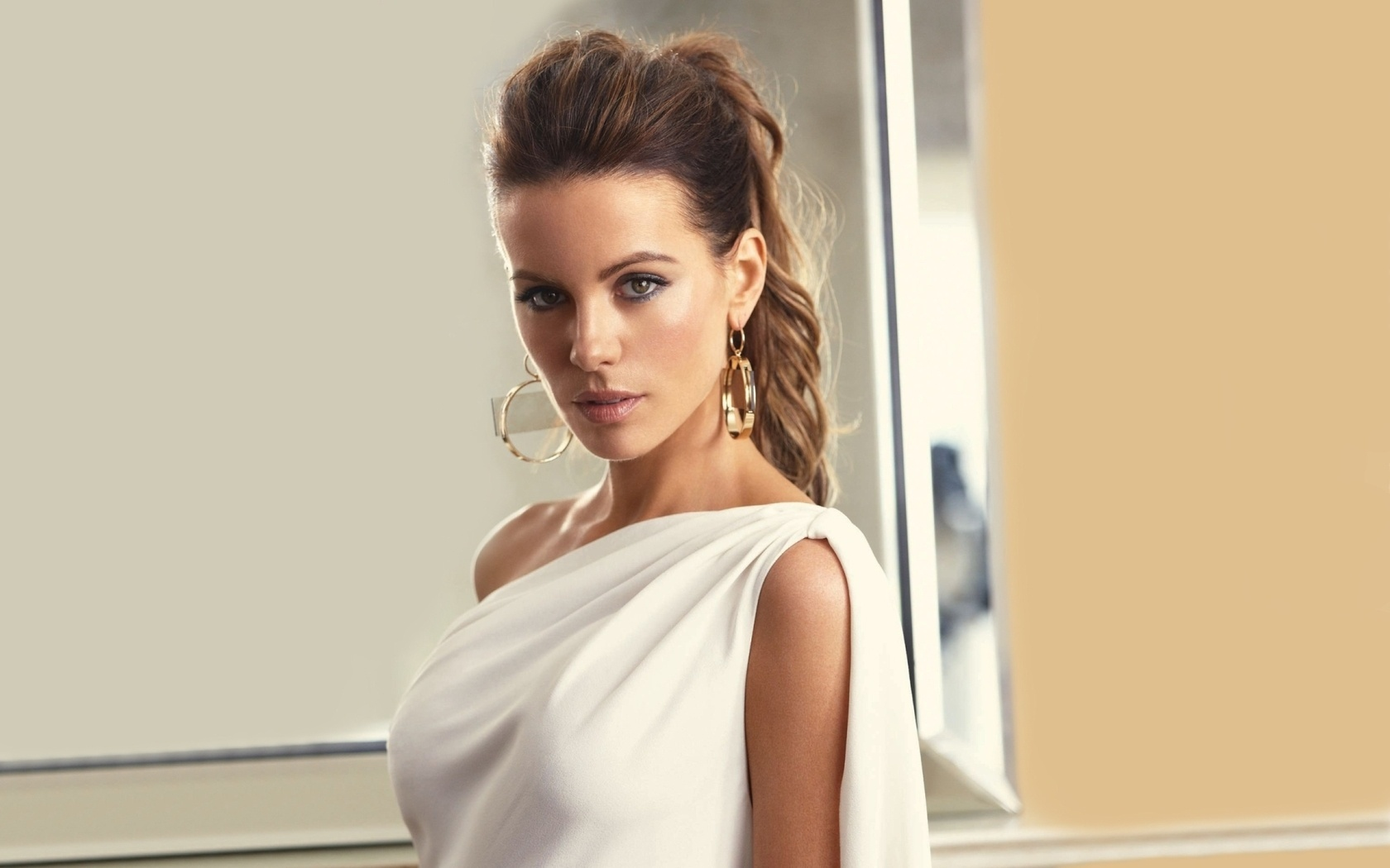 1680x1050 - Kate Beckinsale Wallpapers 25