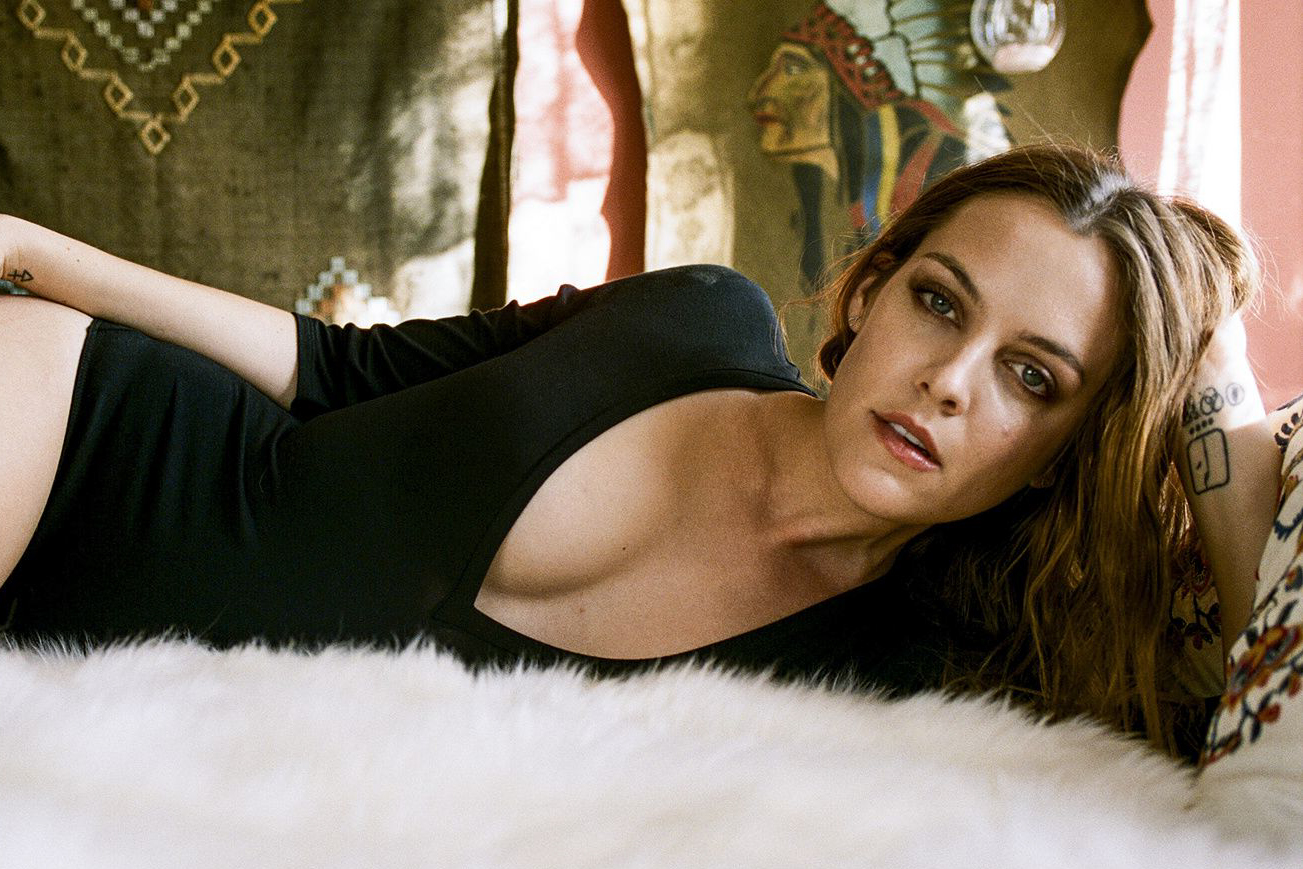 1303x869 - Riley Keough Wallpapers 20