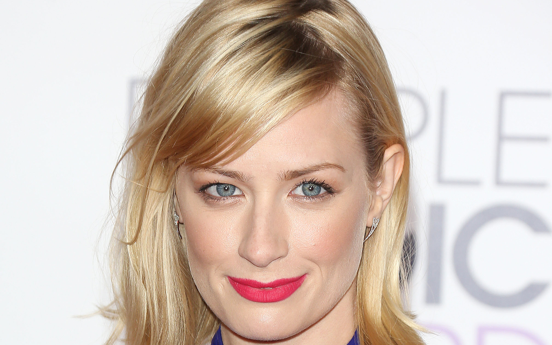 1920x1200 - Beth Behrs Wallpapers 13