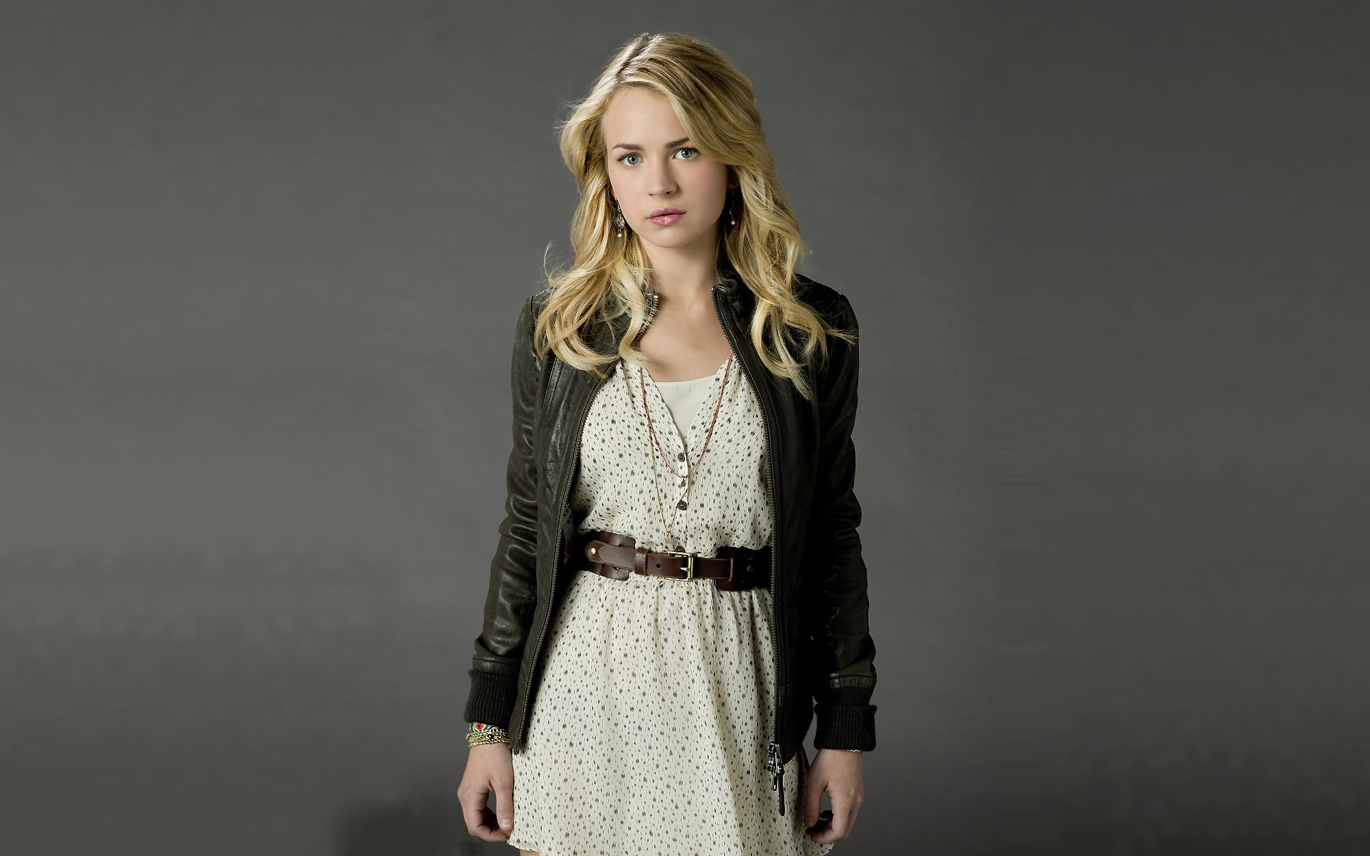 2000x1250 - Brittany Robertson Wallpapers 11
