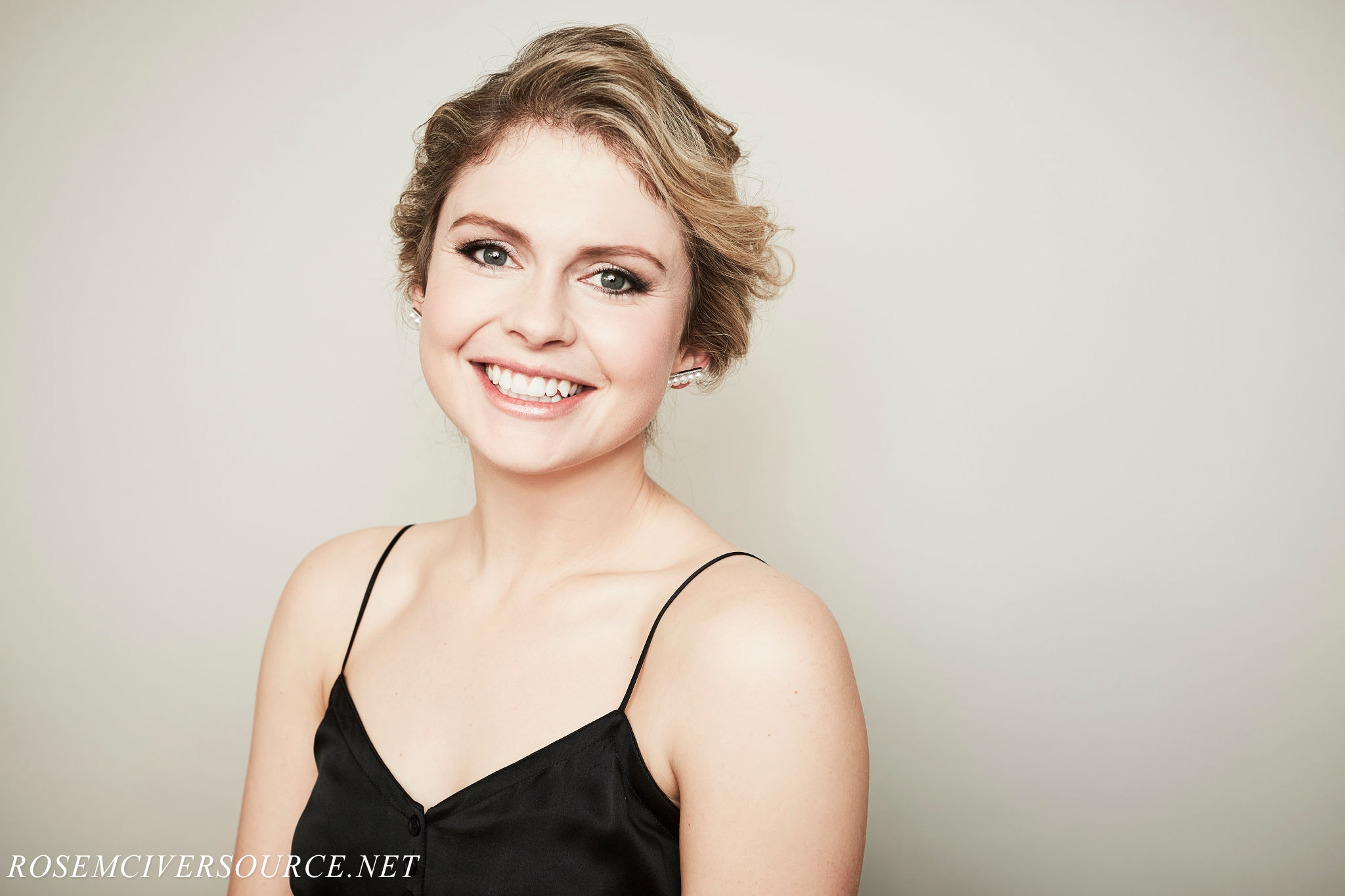 2048x1365 - Rose McIver Wallpapers 3