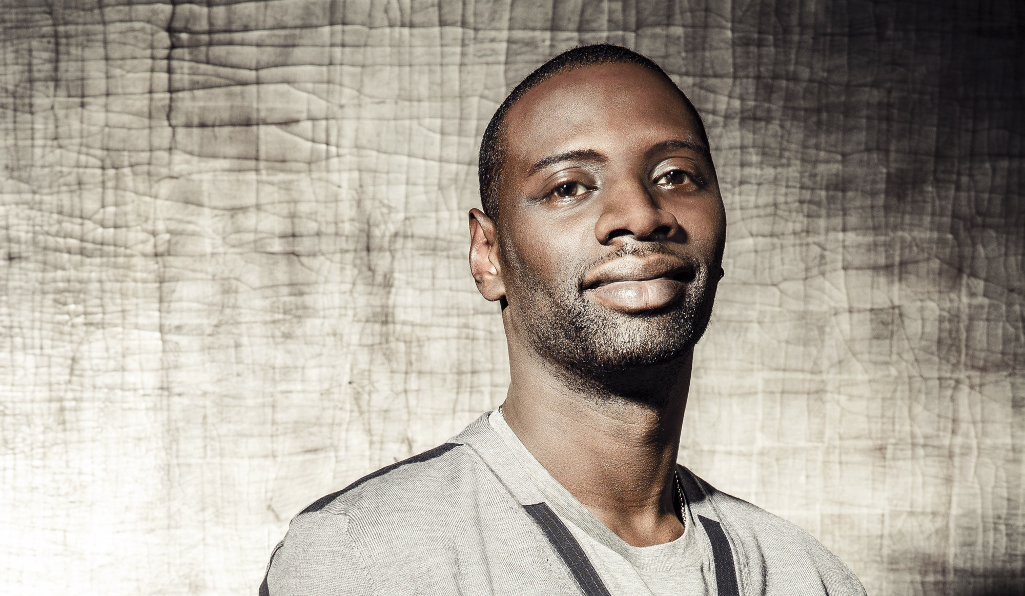 2000x1162 - Omar Sy Wallpapers 4