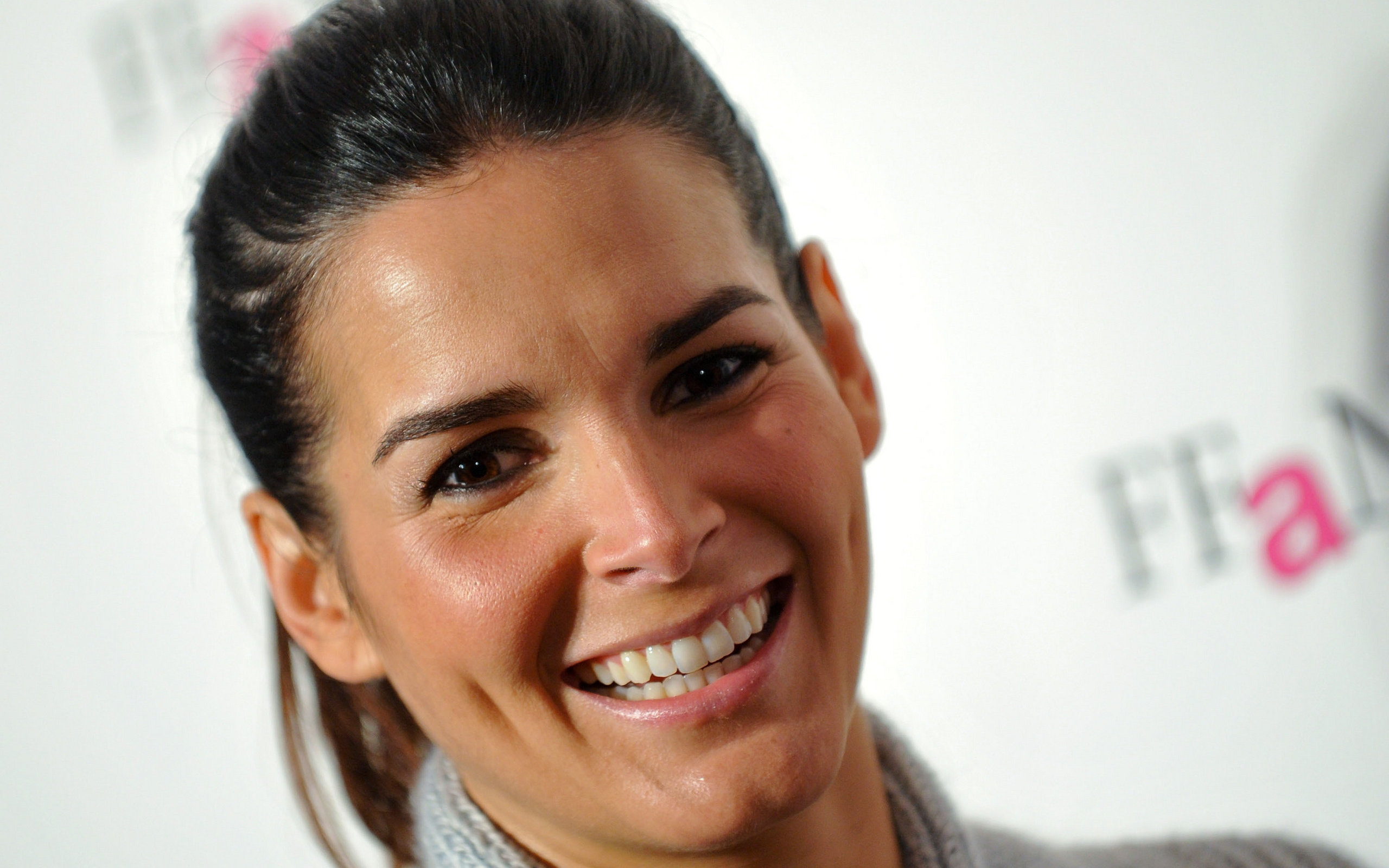 2560x1600 - Angie Harmon Wallpapers 6