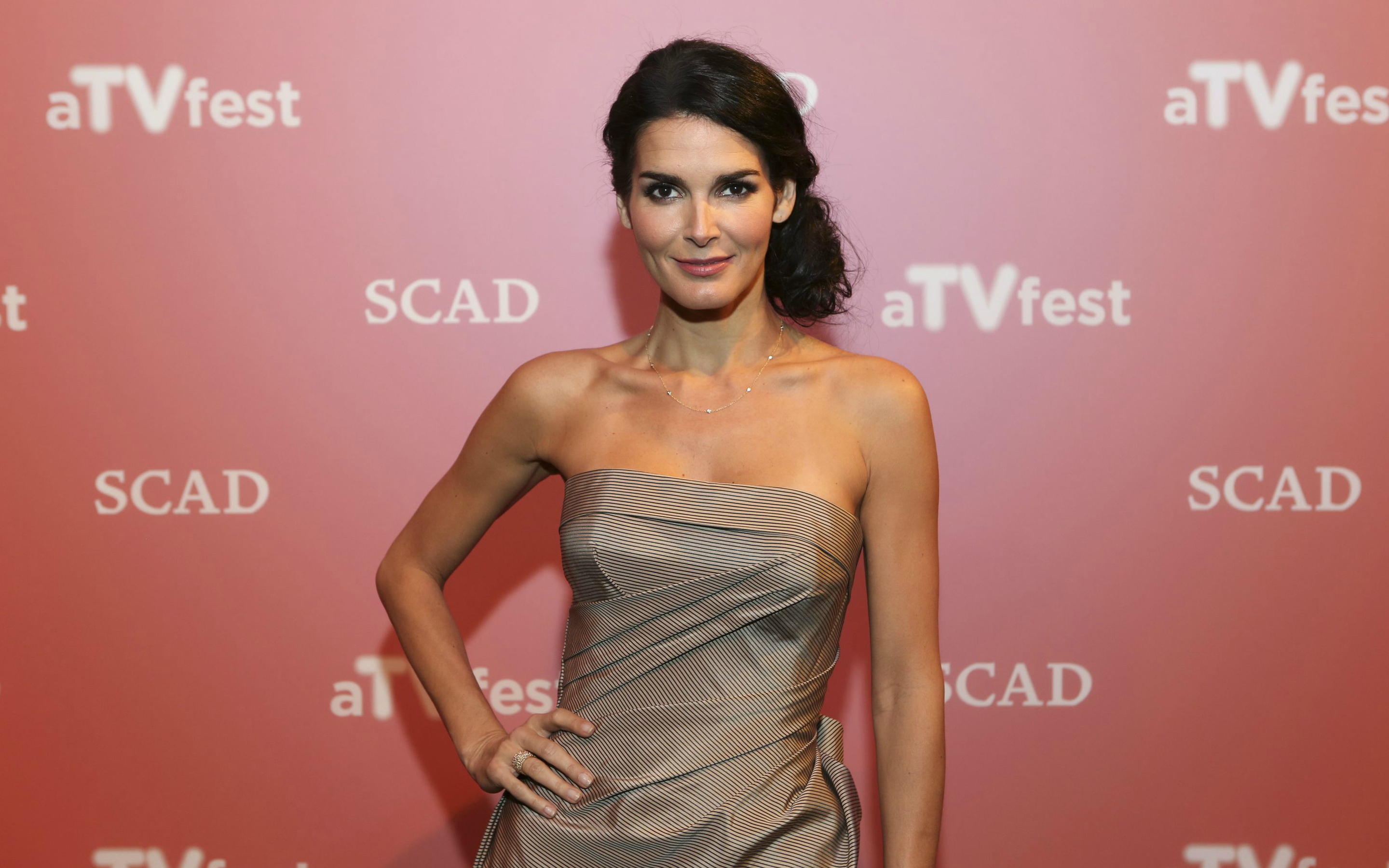 2880x1800 - Angie Harmon Wallpapers 8