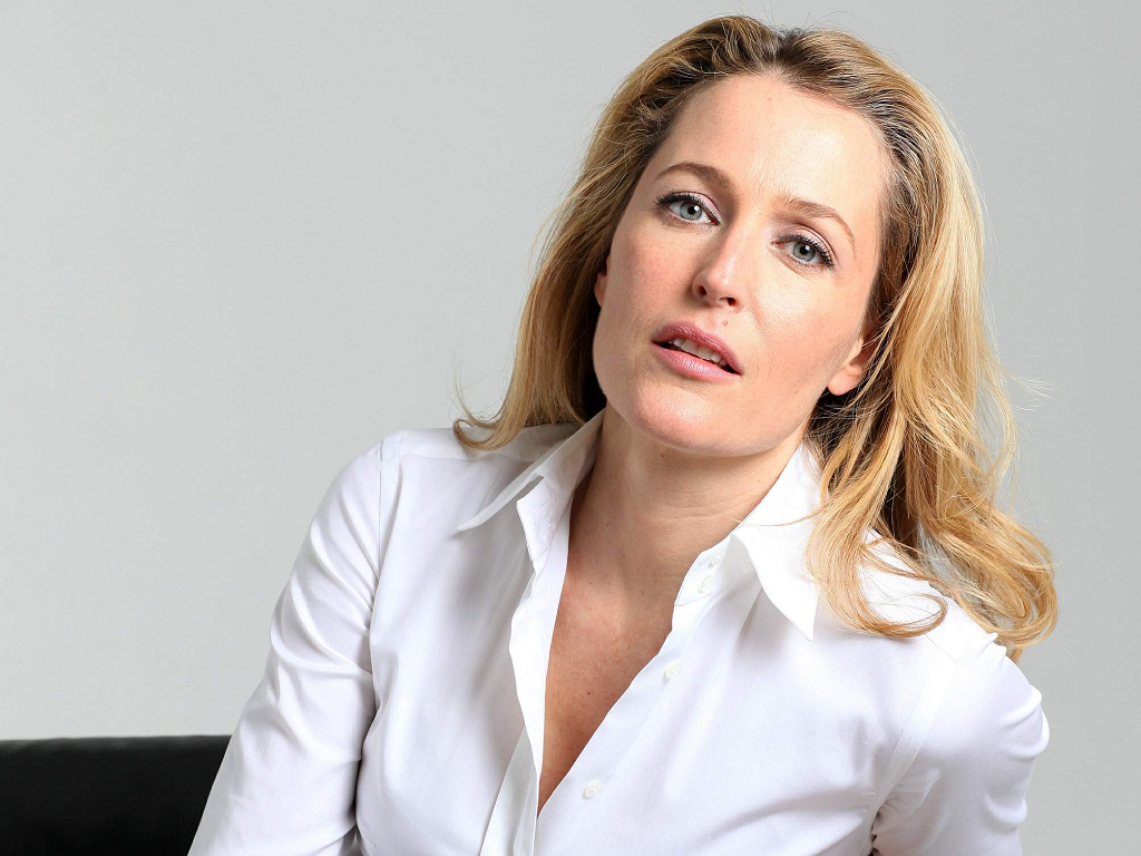 1024x768 - Gillian Anderson Wallpapers 19