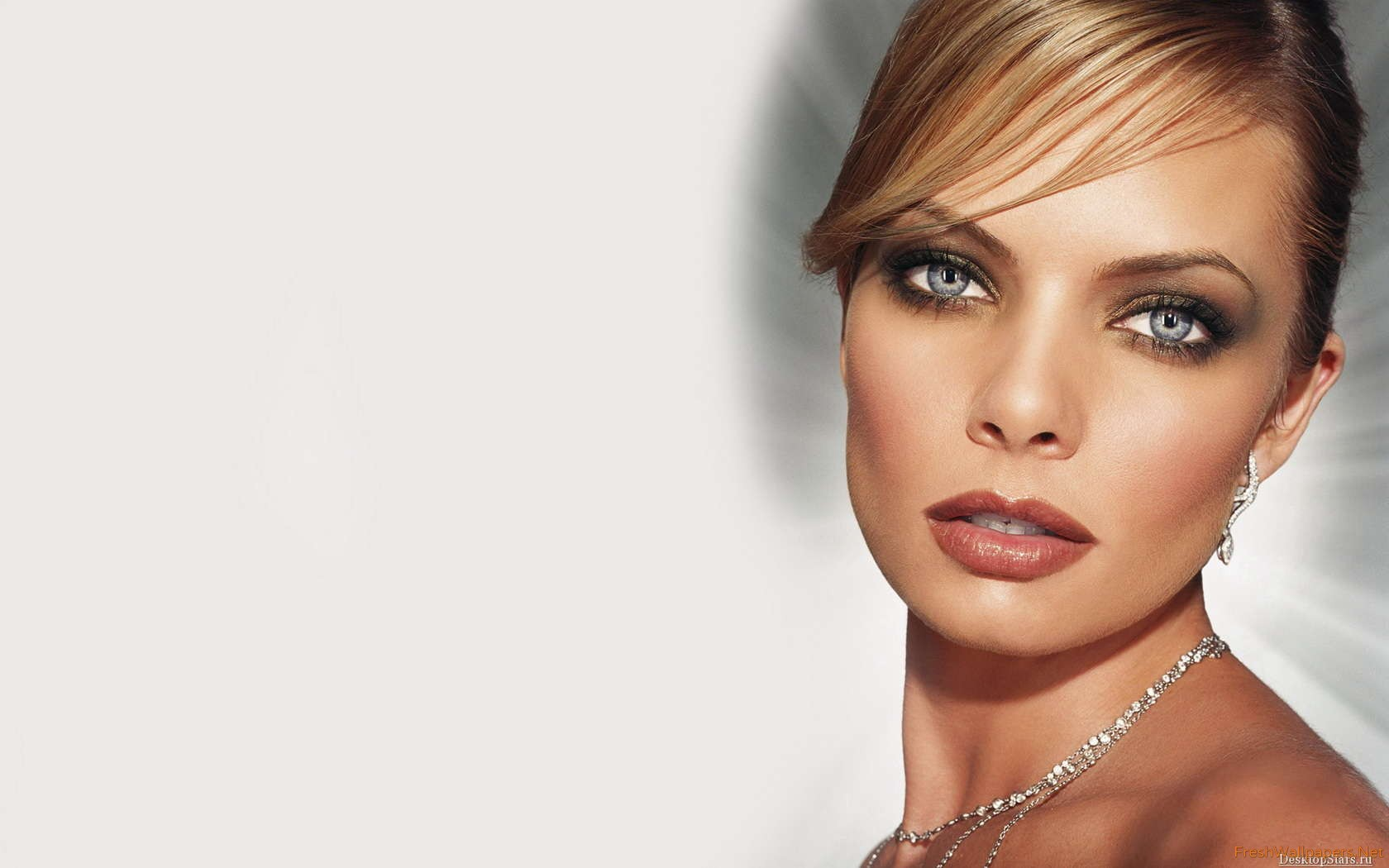 1680x1050 - Jaime Pressly Wallpapers 38