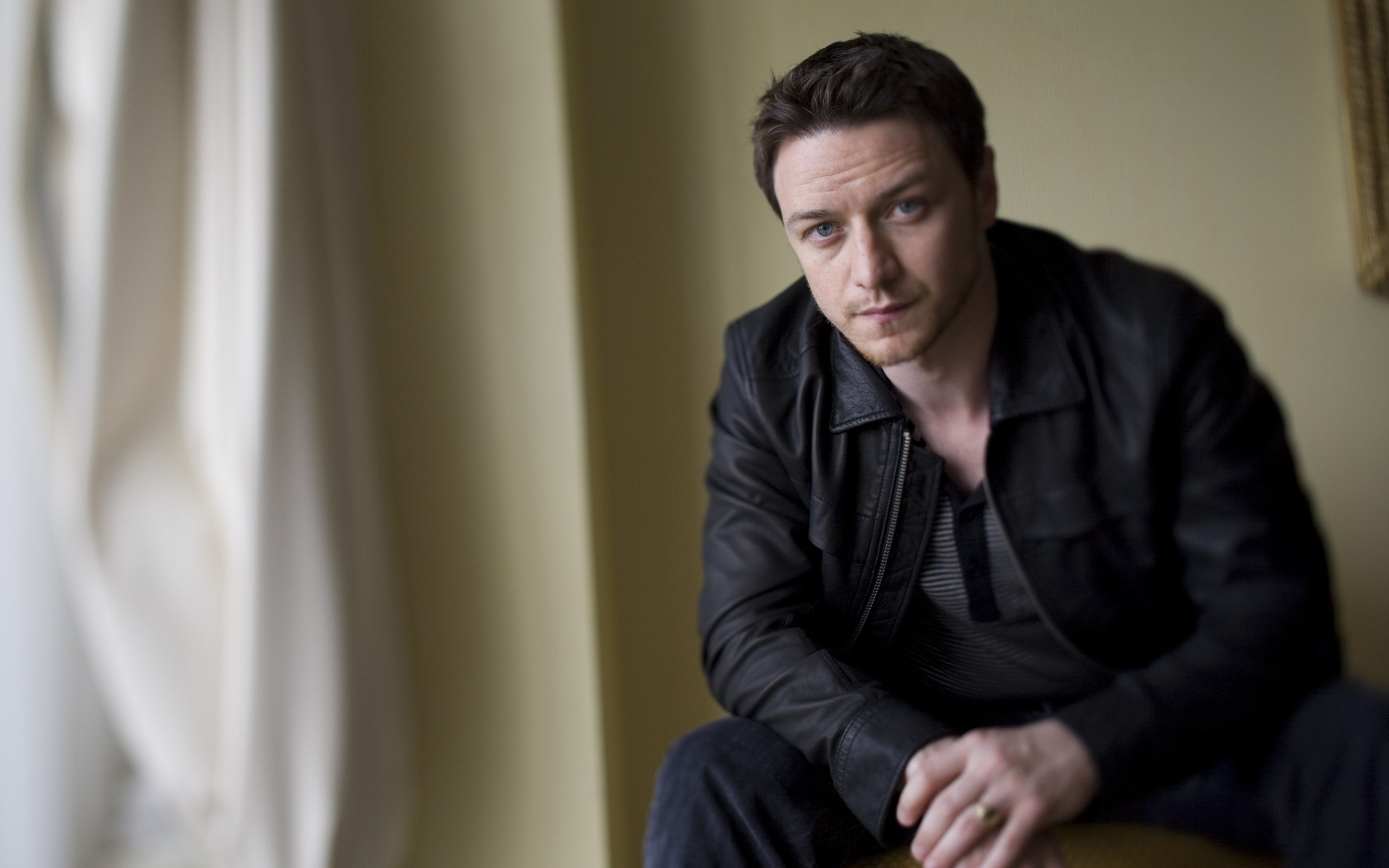 2560x1600 - James McAvoy Wallpapers 18