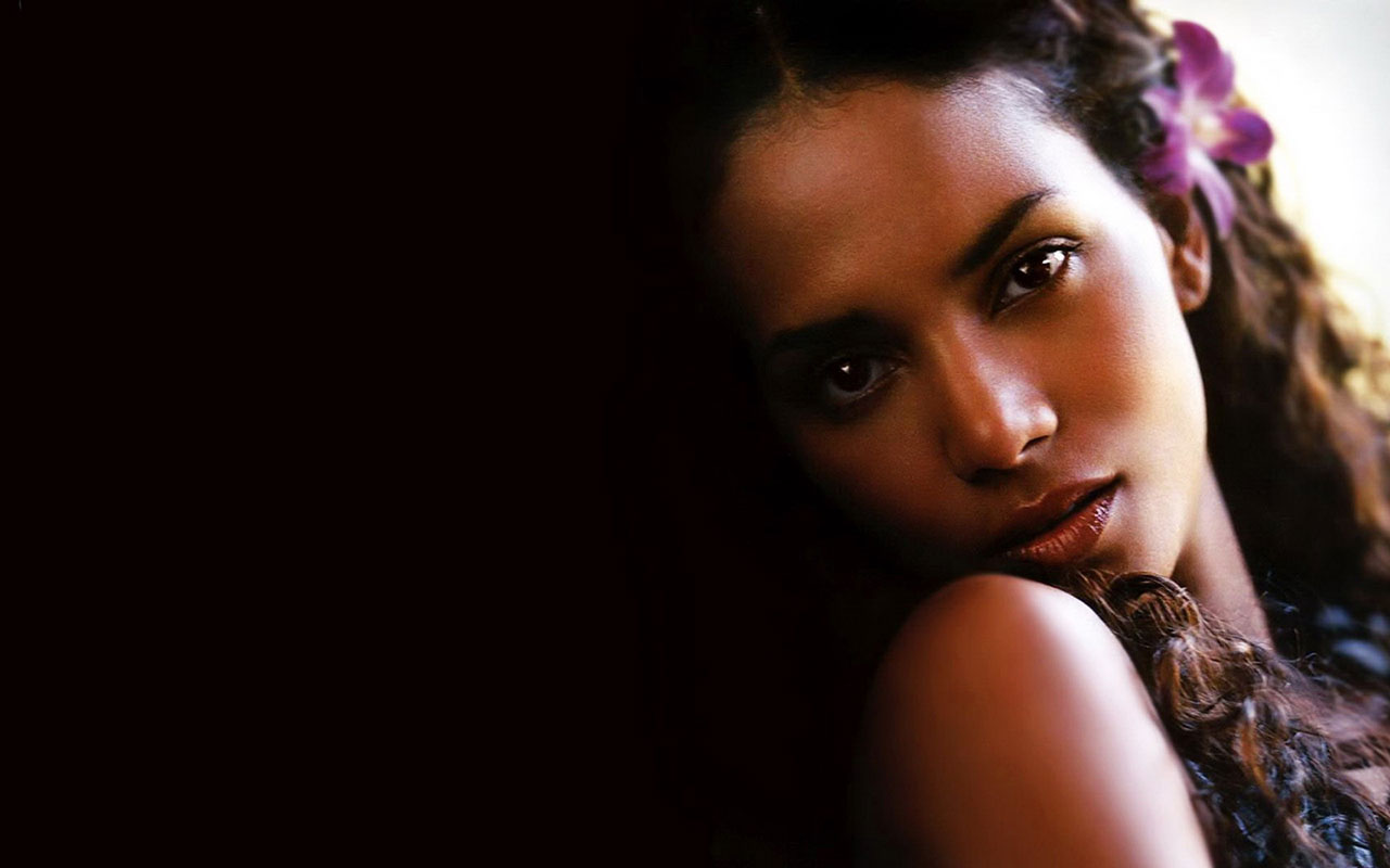 1280x800 - Halle Berry Wallpapers 24