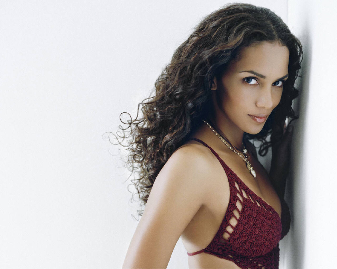 1280x1024 - Halle Berry Wallpapers 14