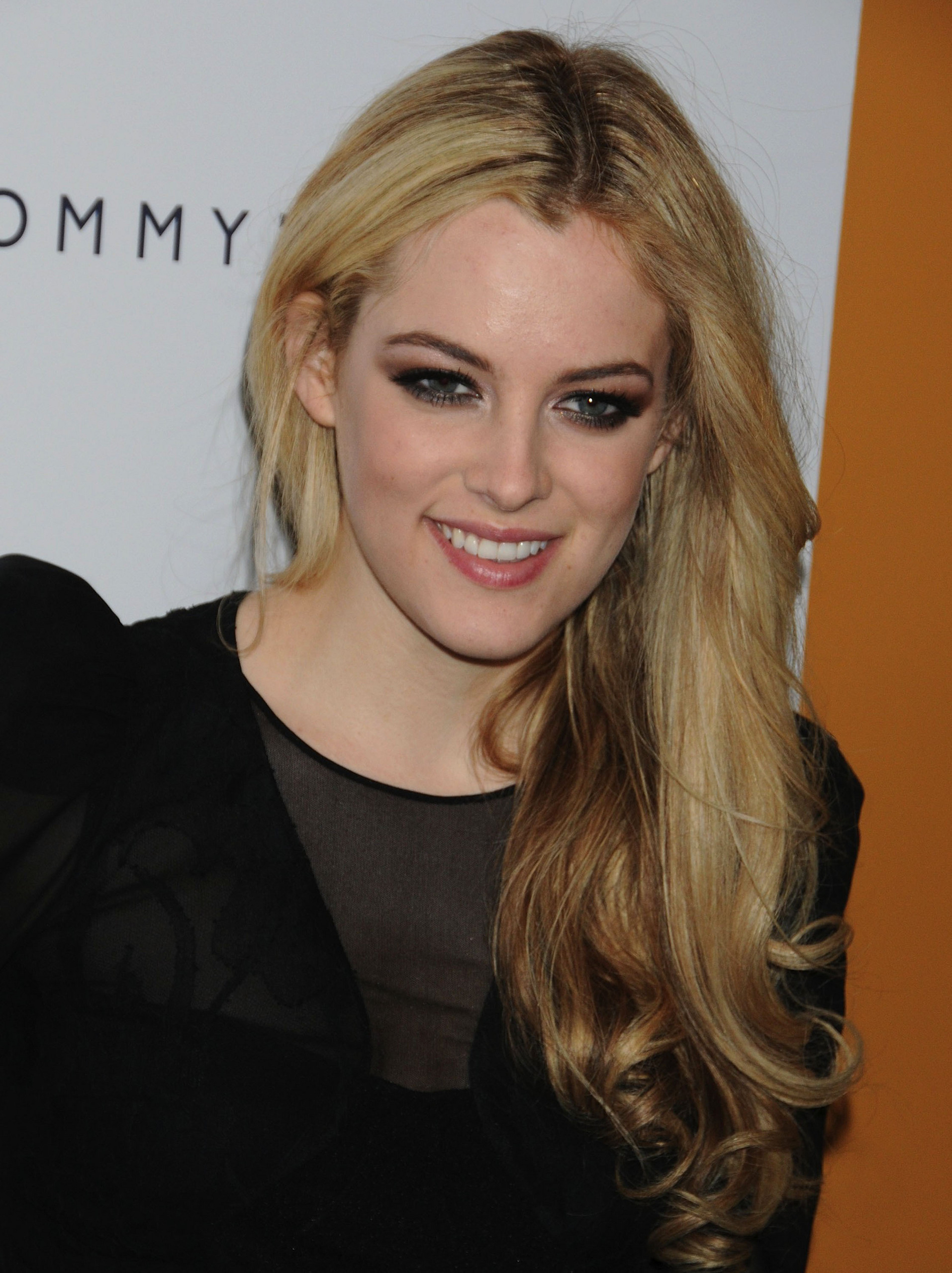 1914x2560 - Riley Keough Wallpapers 26