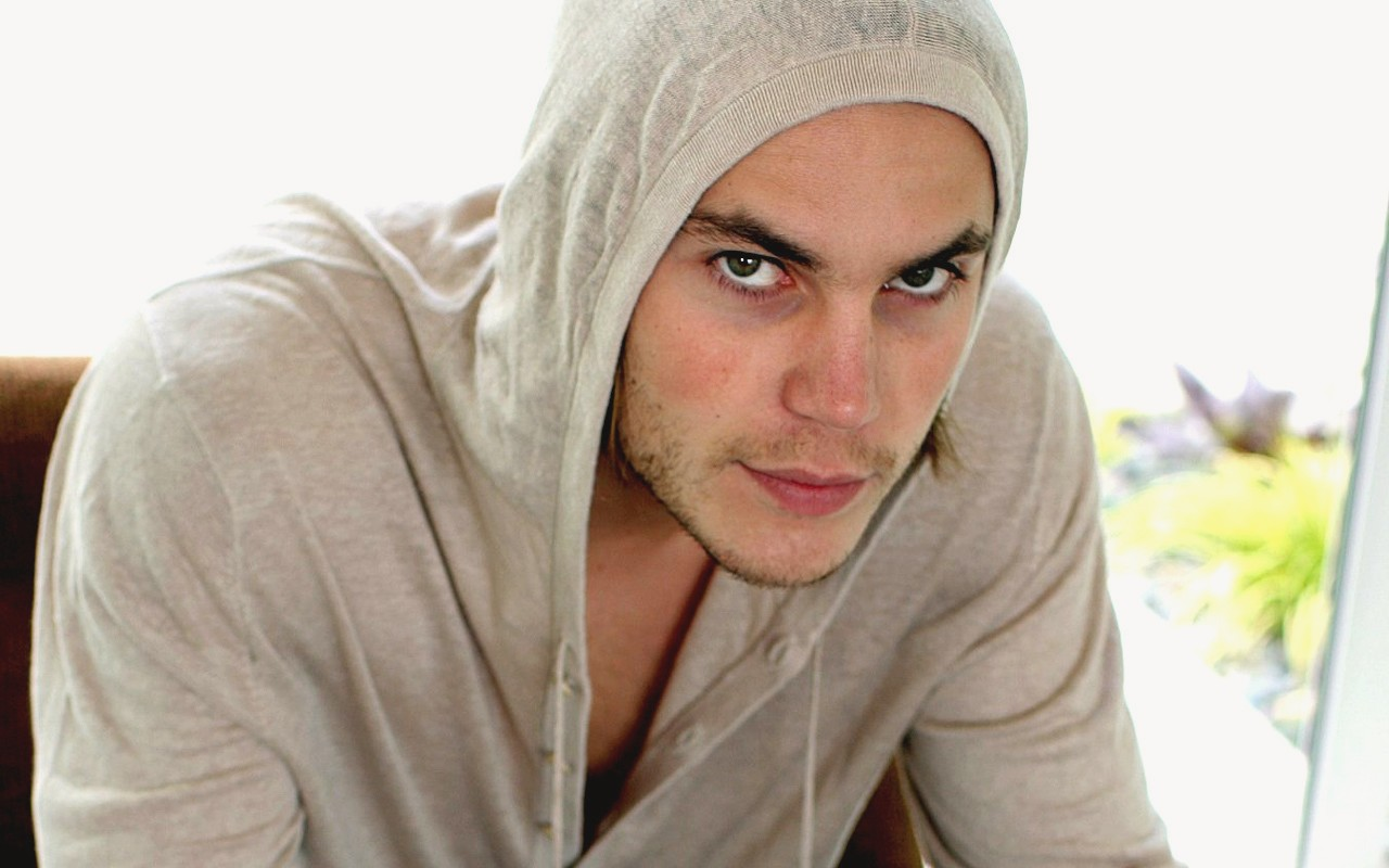 1280x800 - Taylor Kitsch Wallpapers 14