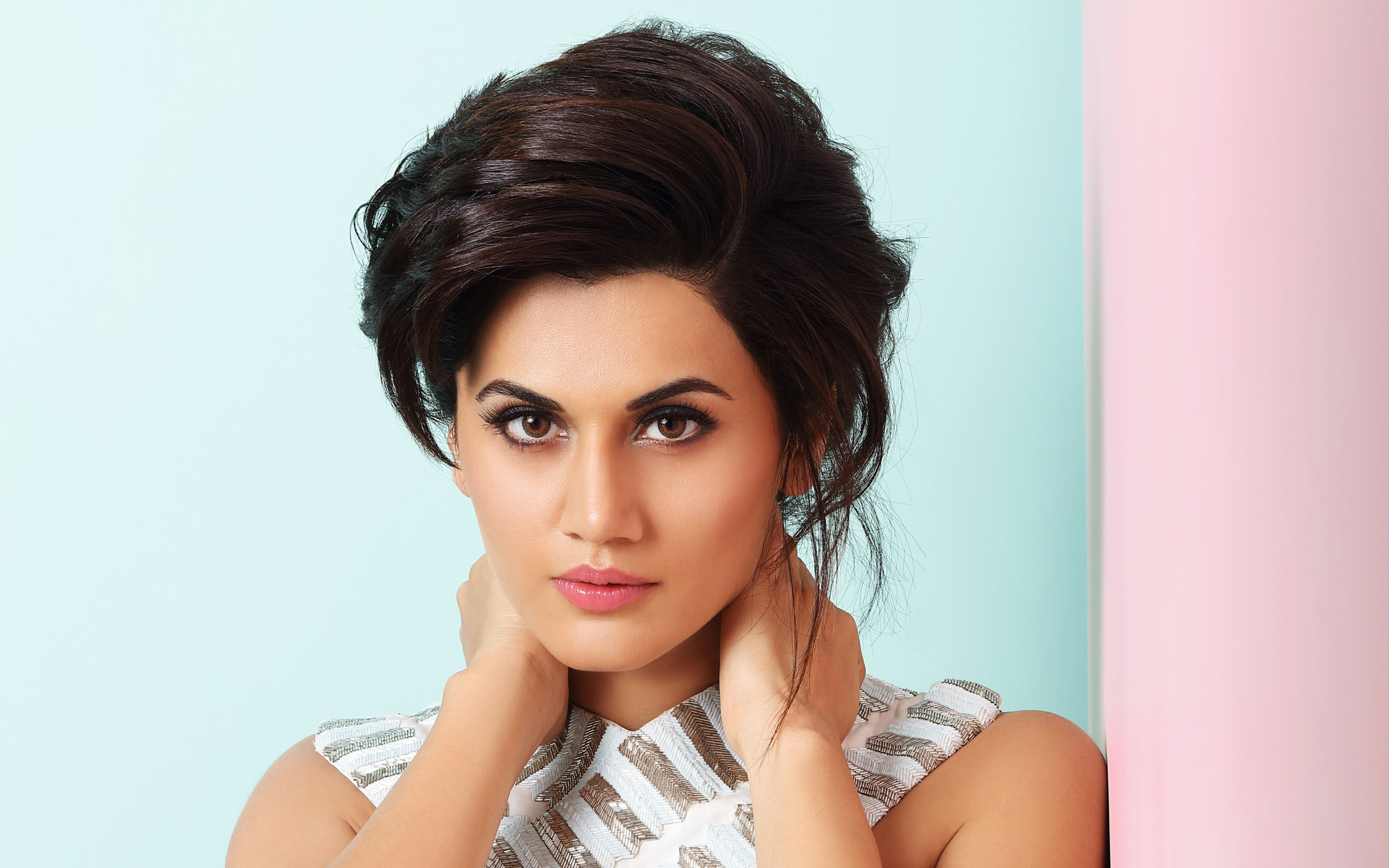 2560x1600 - Tapsee pannu Wallpapers 11