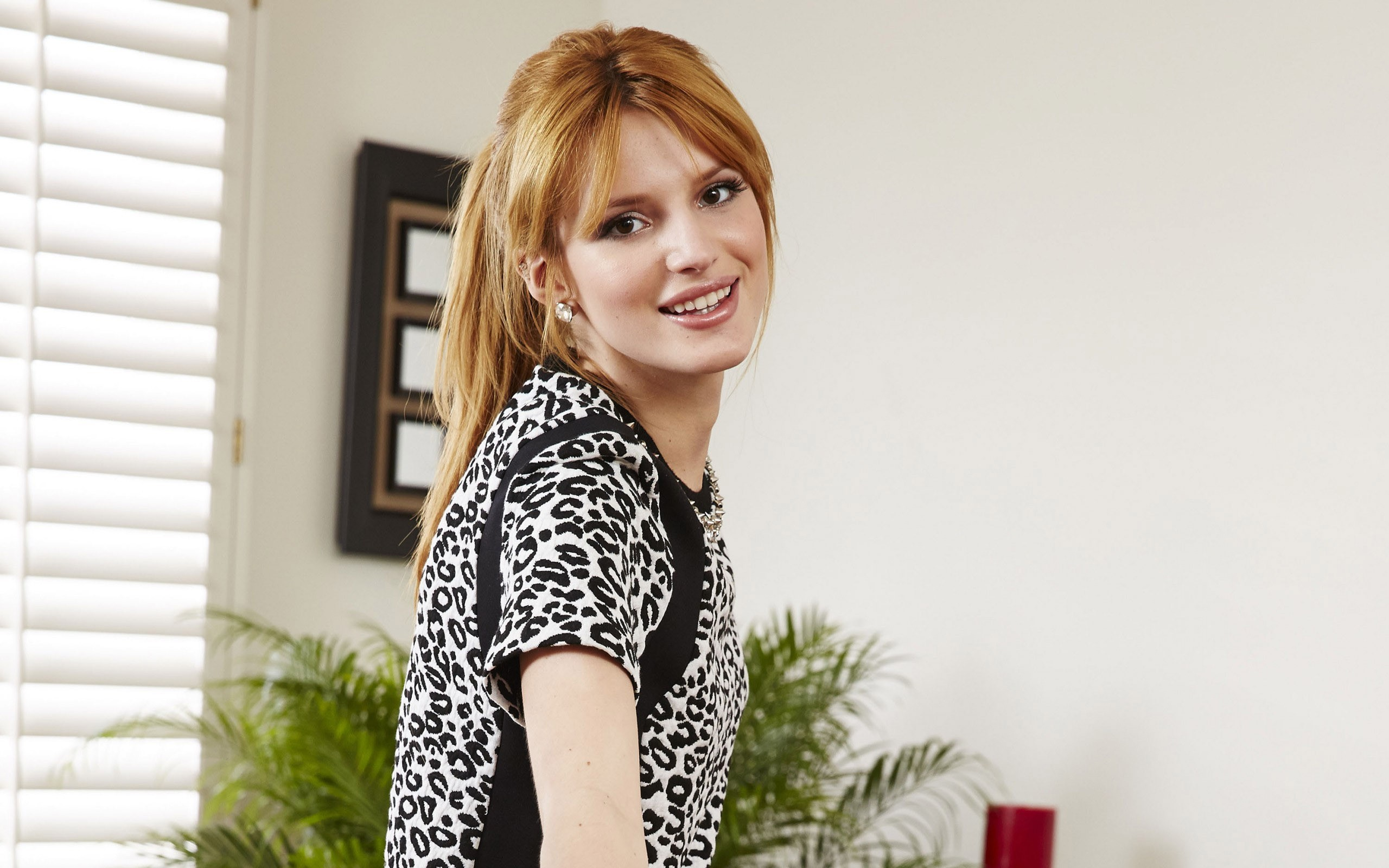 2560x1600 - Bella Thorne Wallpapers 13