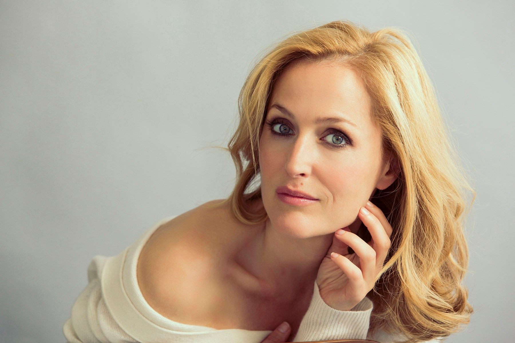 1800x1200 - Gillian Anderson Wallpapers 17