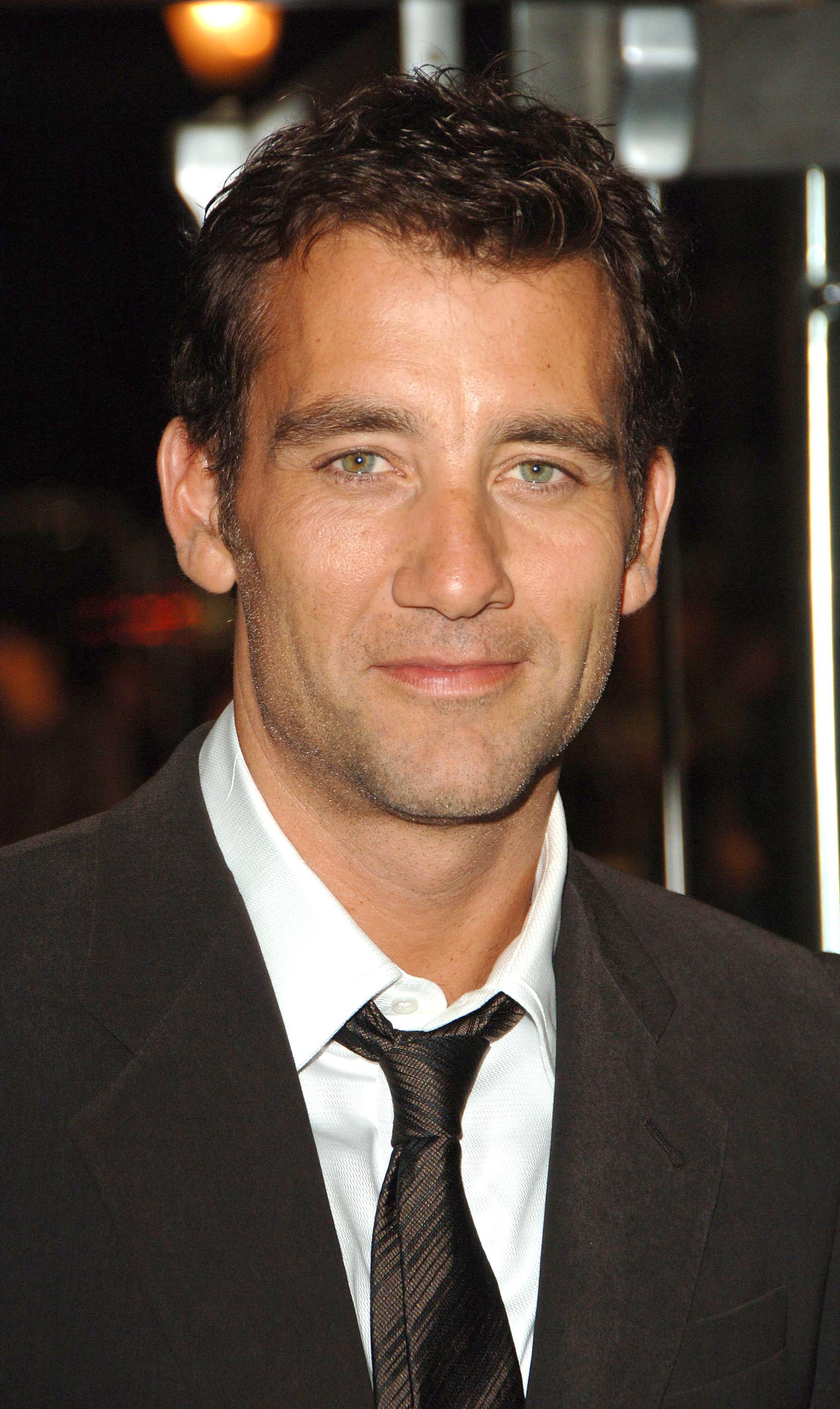 1790x3000 - Clive Owen  Wallpapers 30
