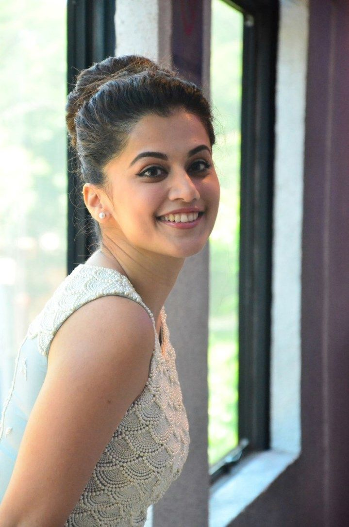 719x1086 - Tapsee pannu Wallpapers 27