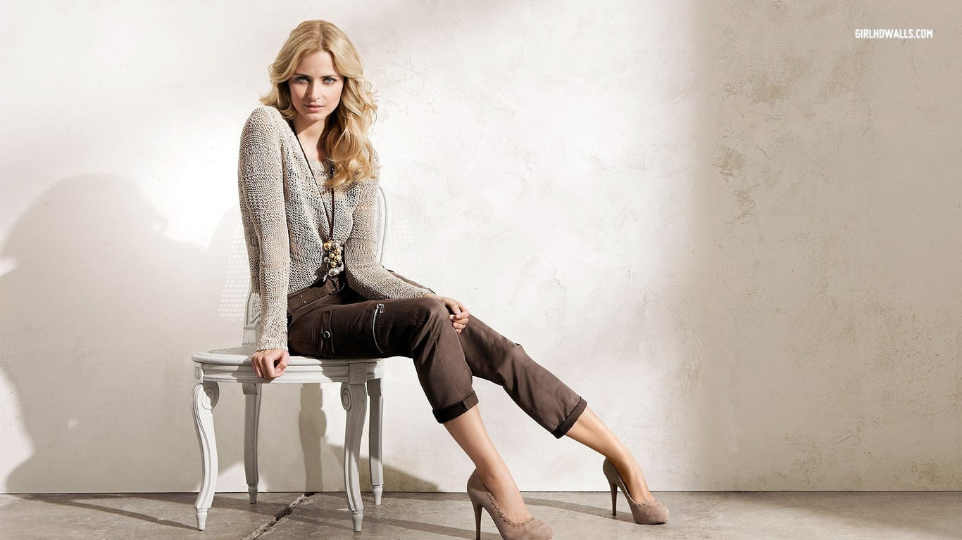 1366x768 - Brittany Robertson Wallpapers 1