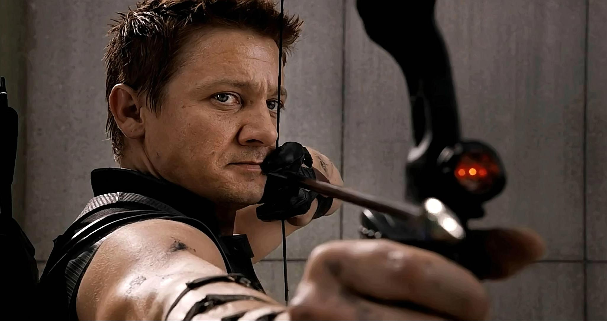 2052x1088 - Jeremy Renner Wallpapers 6