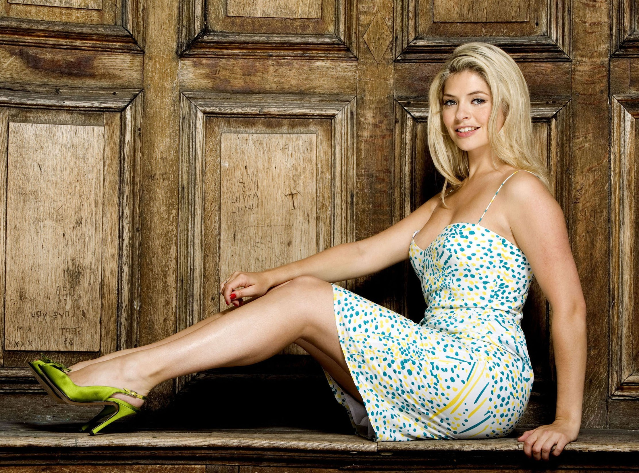2225x1650 - Holly Willoughby Wallpapers 17