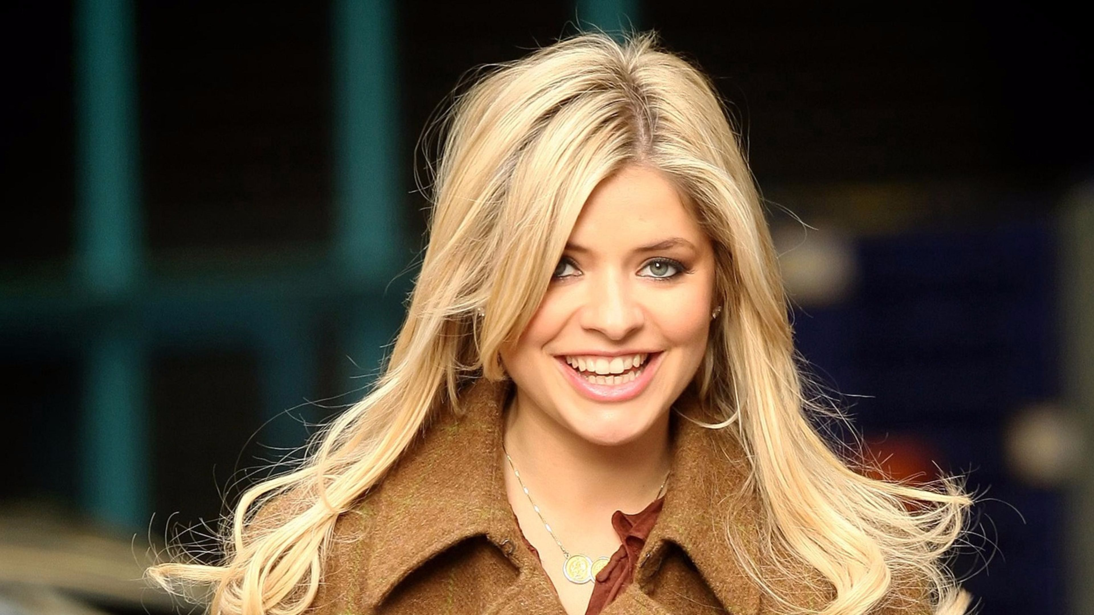 3840x2160 - Holly Willoughby Wallpapers 7