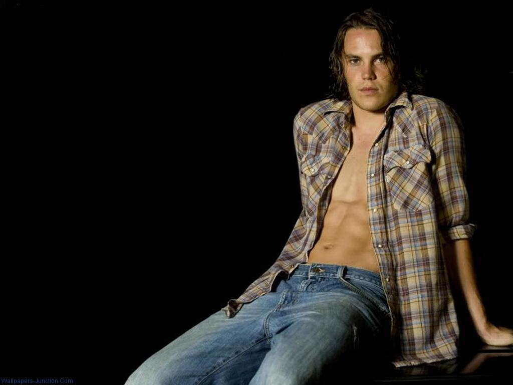 1024x768 - Taylor Kitsch Wallpapers 26