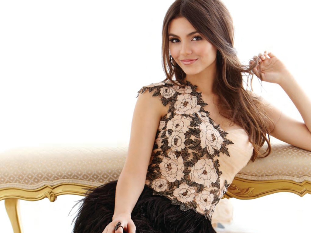 1024x768 - Victoria Justice Wallpapers 12