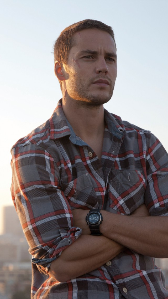 640x1138 - Taylor Kitsch Wallpapers 27