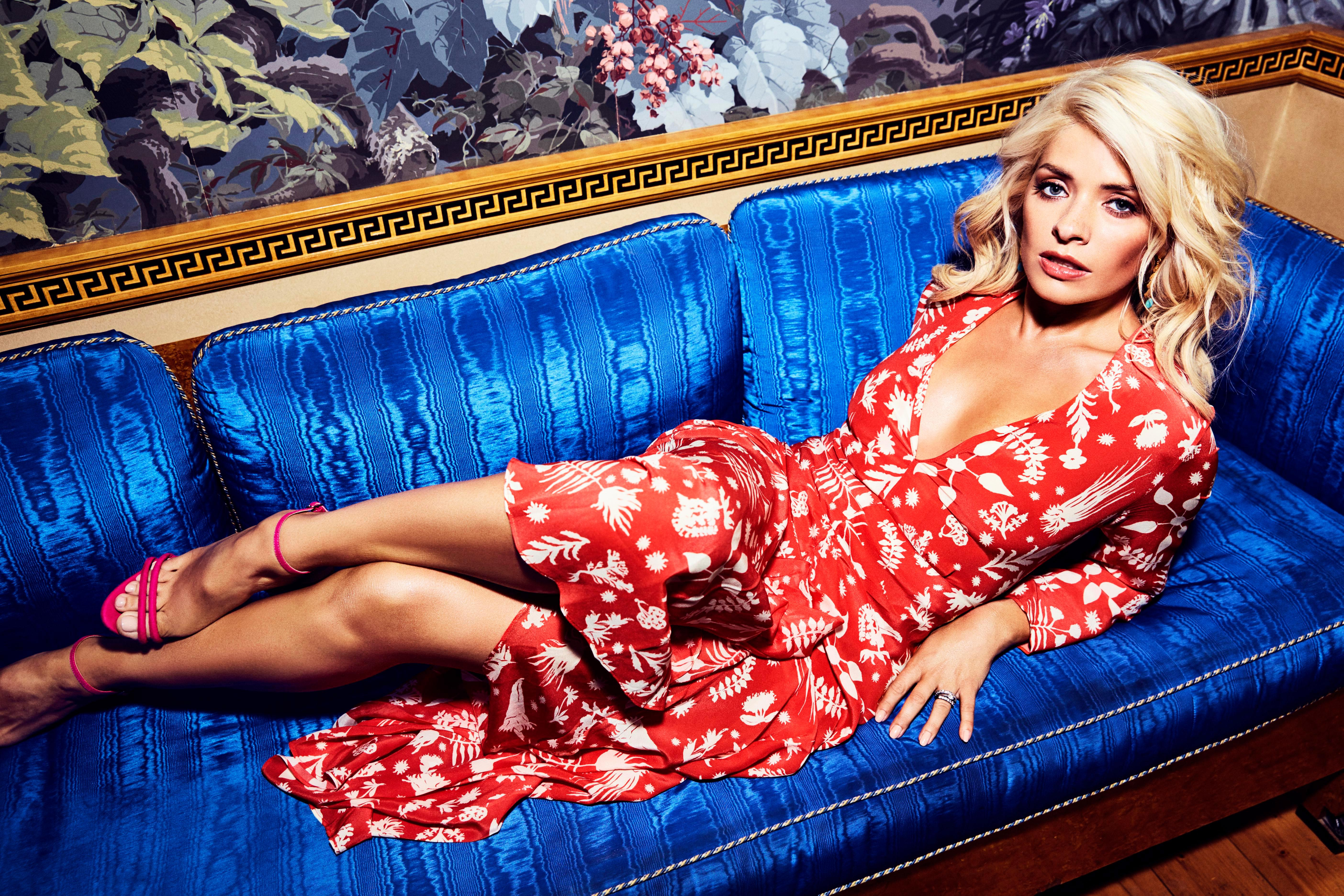 5616x3744 - Holly Willoughby Wallpapers 15