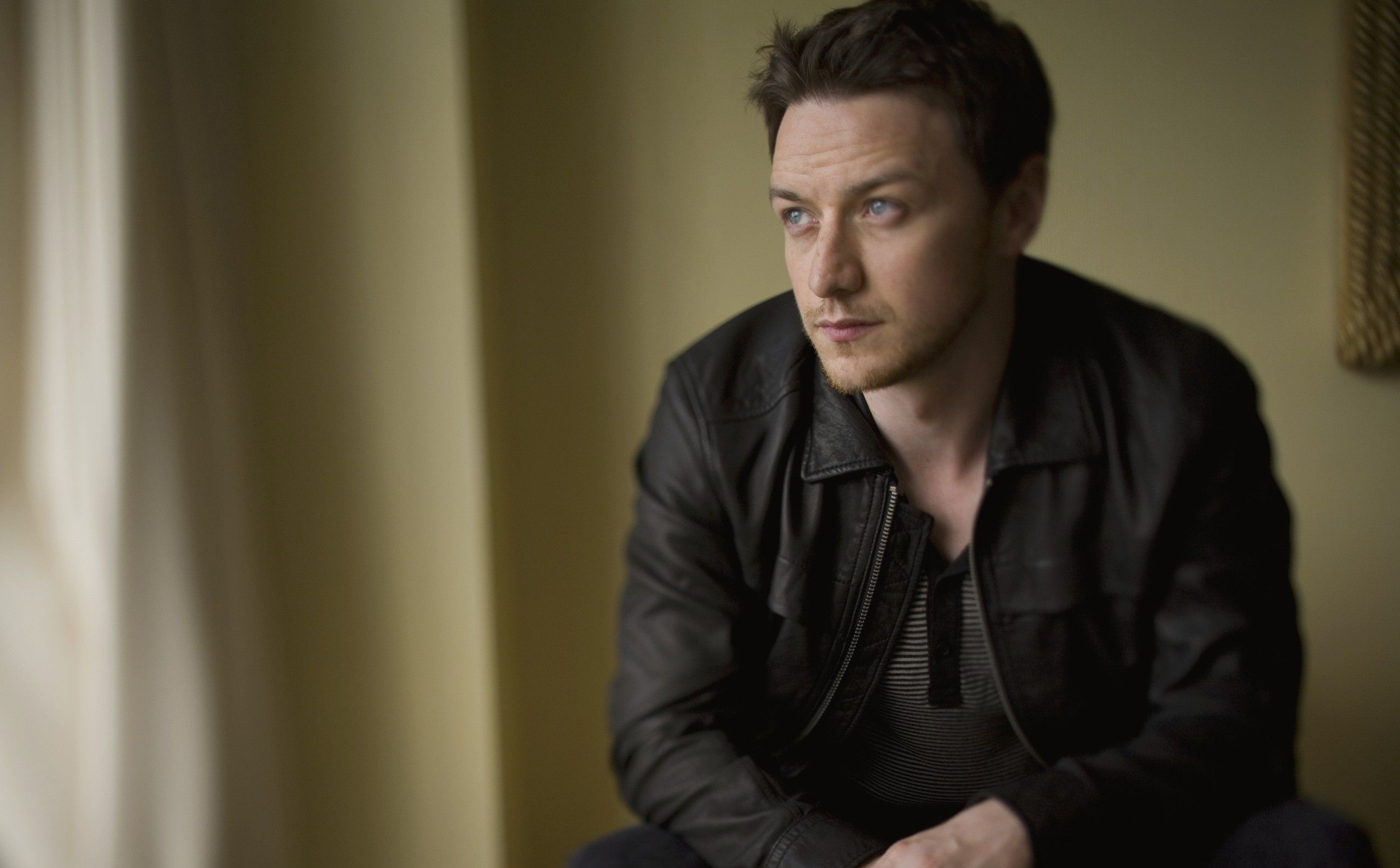 2560x1587 - James McAvoy Wallpapers 2