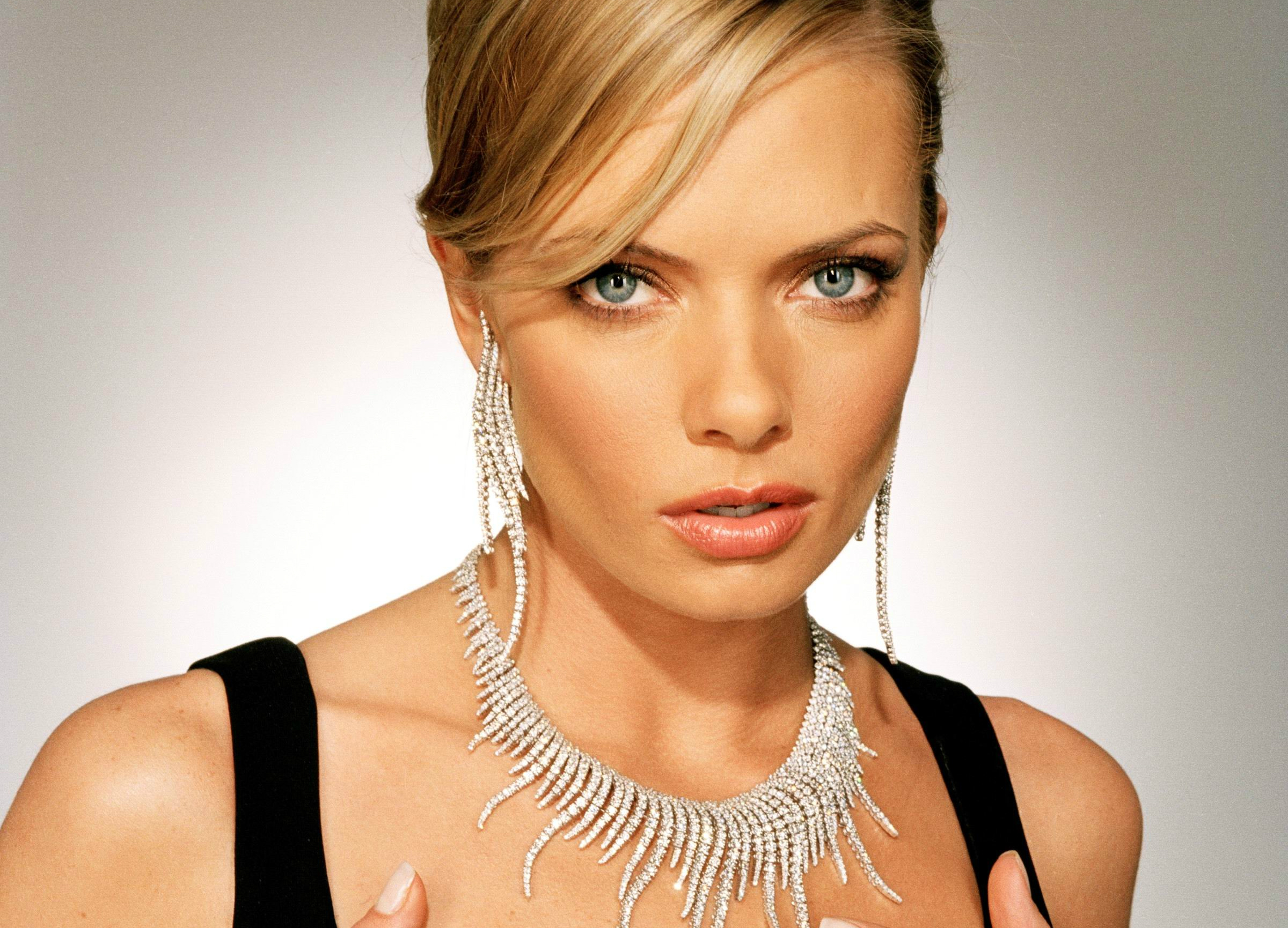2400x1730 - Jaime Pressly Wallpapers 2