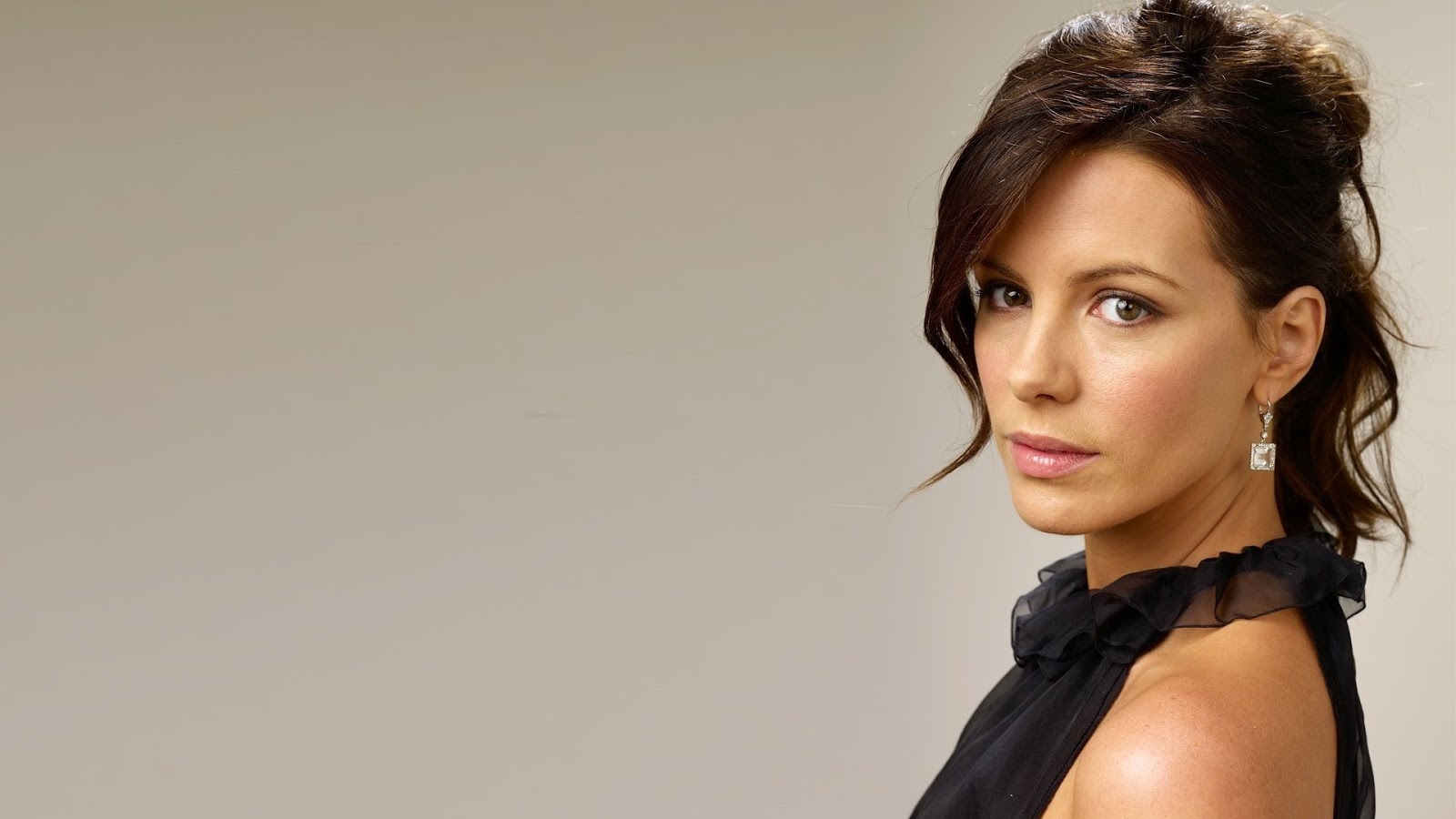1600x900 - Kate Beckinsale Wallpapers 9