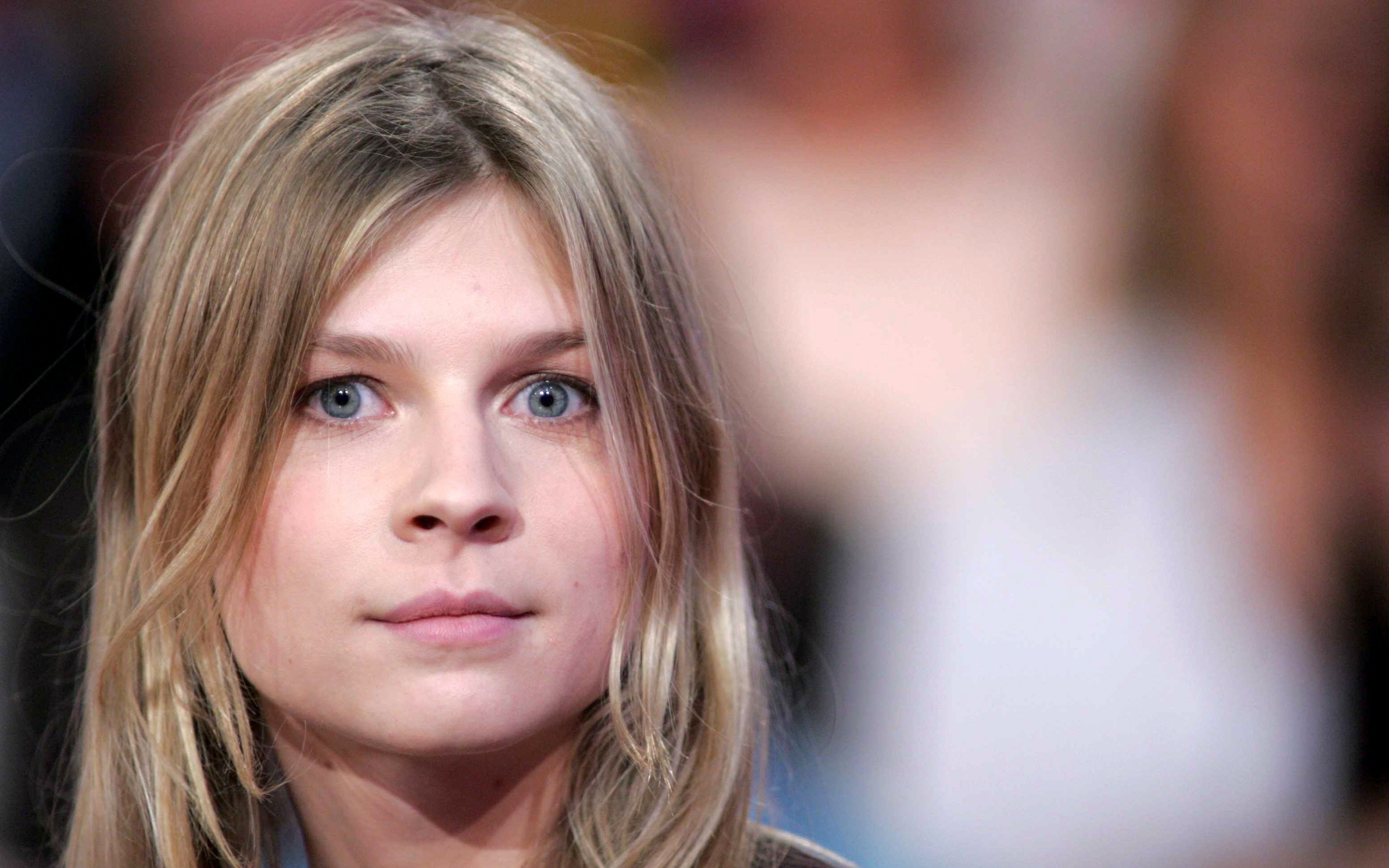 2880x1800 - Clemence Poesy Wallpapers 12