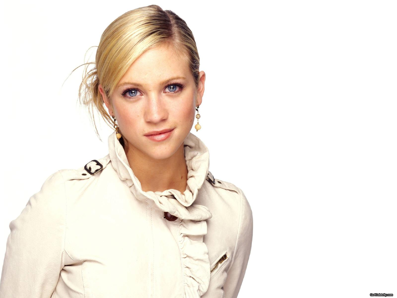 1600x1200 - Brittany Snow Wallpapers 3