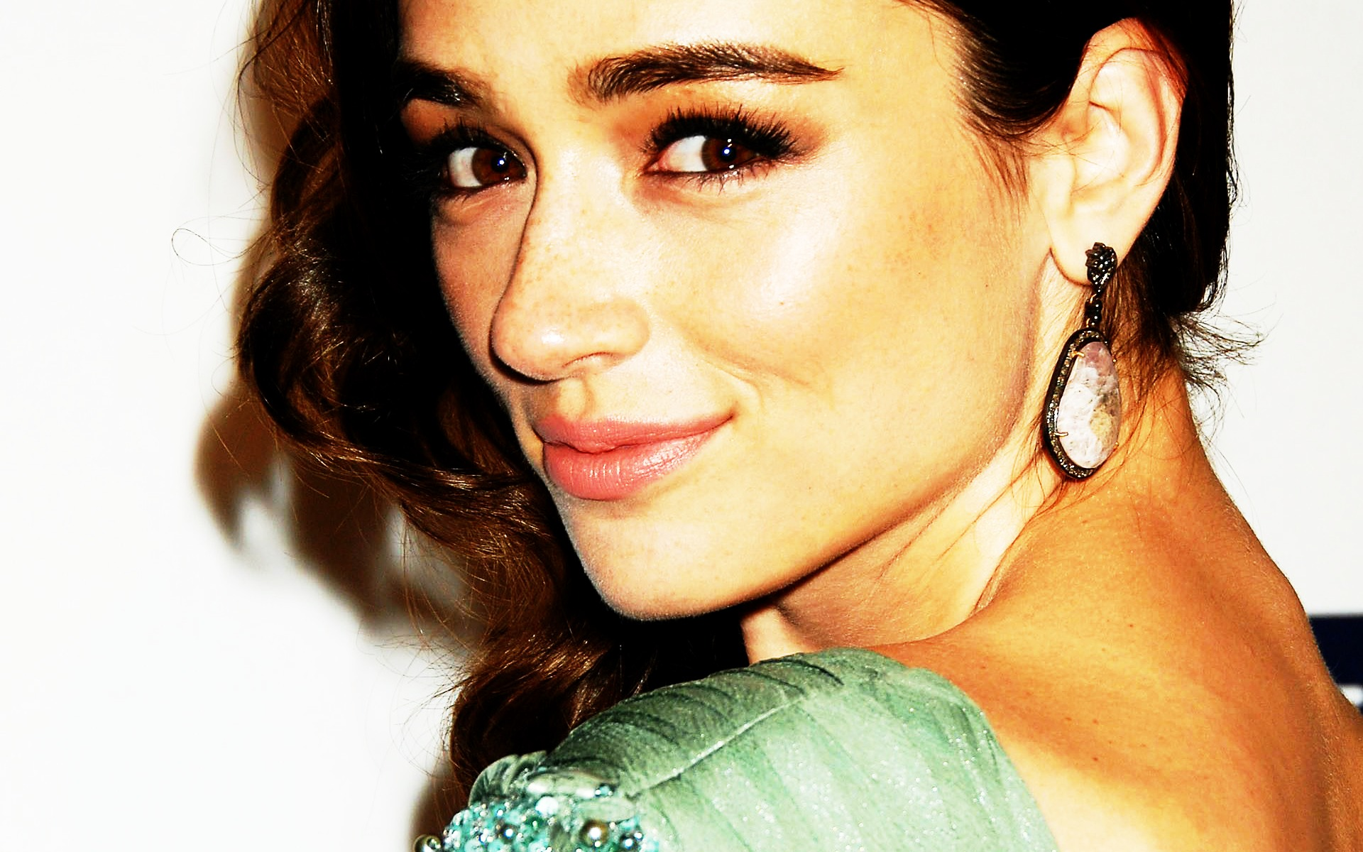 1920x1200 - Crystal Reed Wallpapers 11